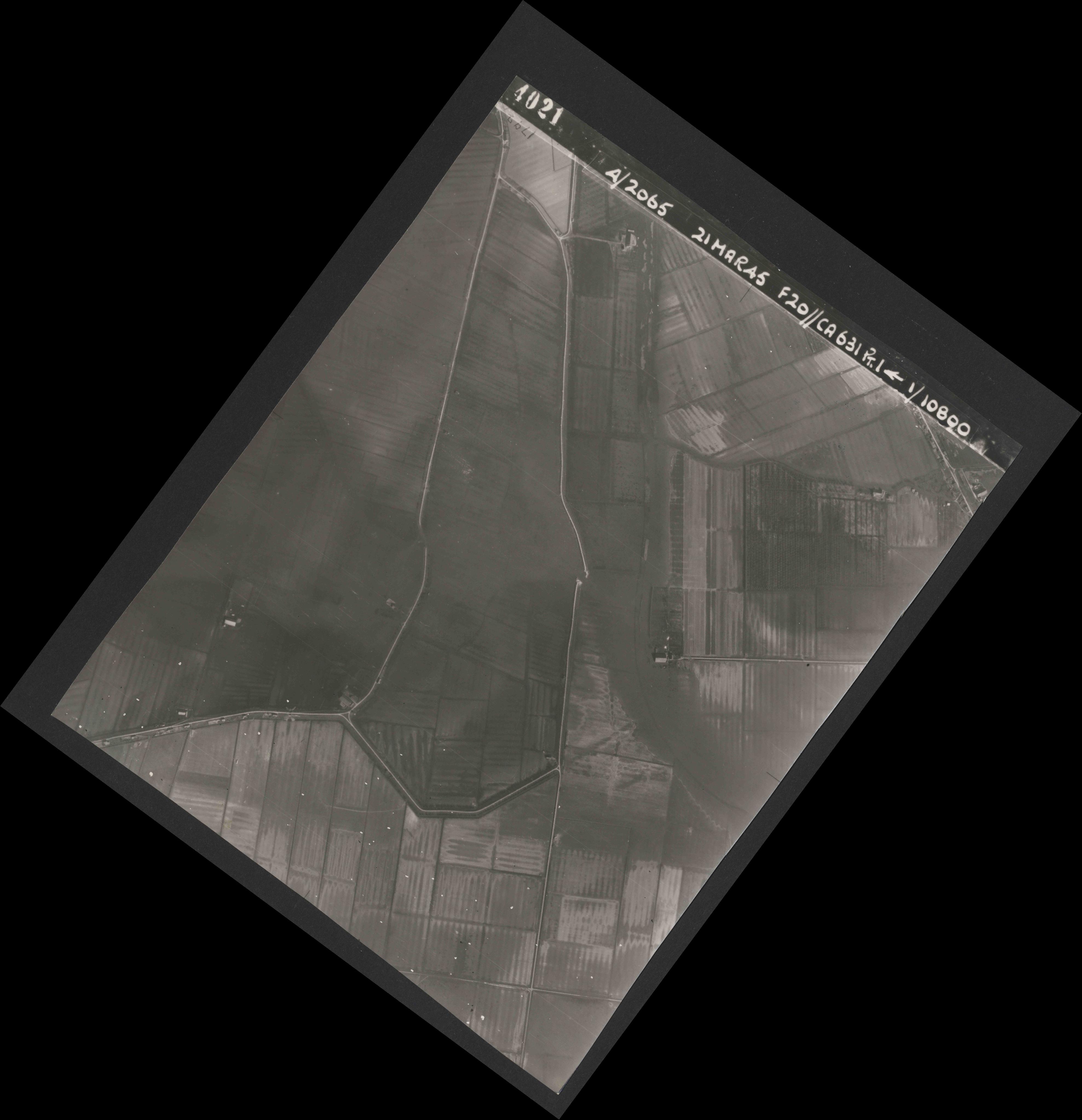 Collection RAF aerial photos 1940-1945 - flight 308, run 04, photo 4021
