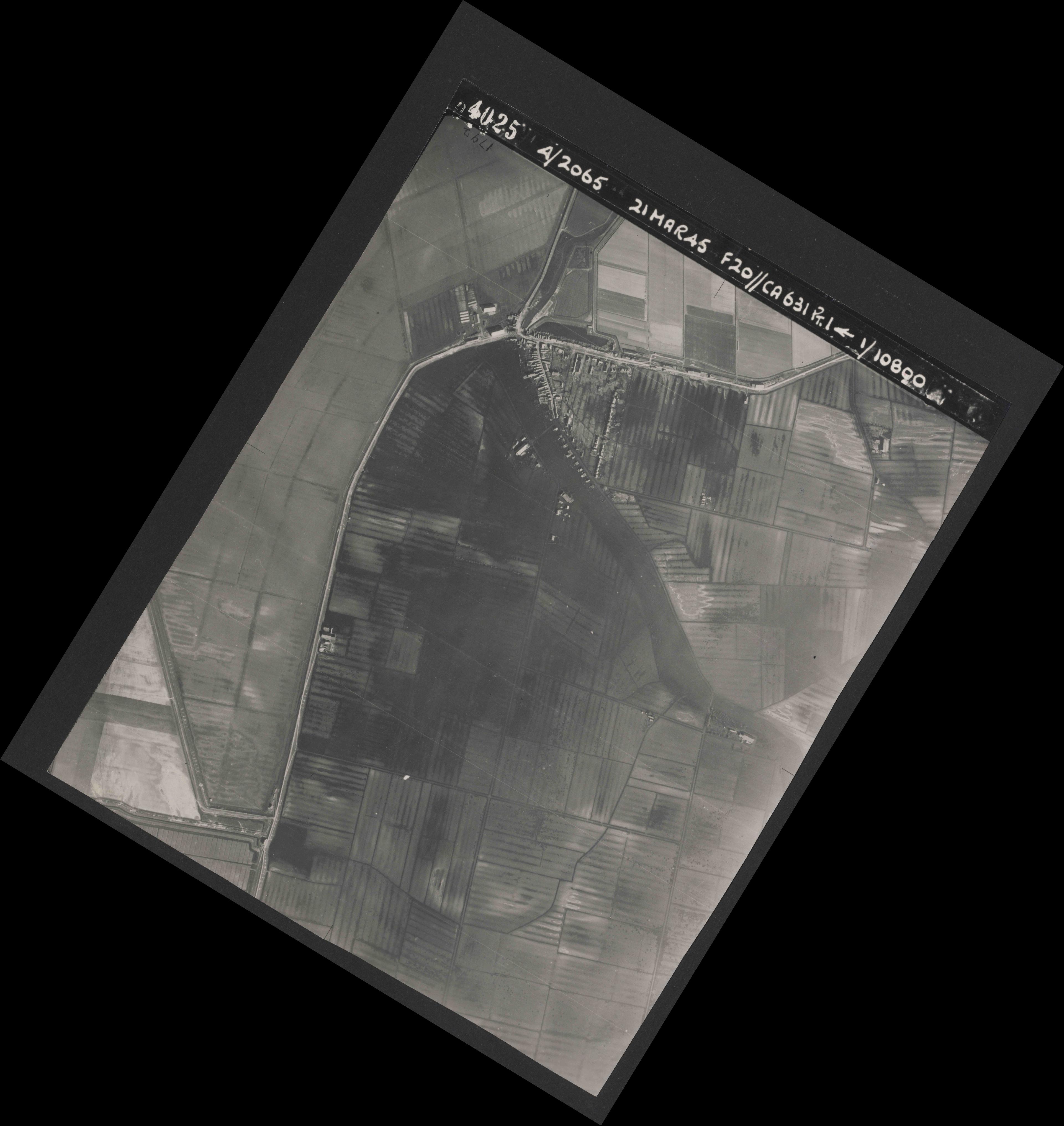 Collection RAF aerial photos 1940-1945 - flight 308, run 04, photo 4025