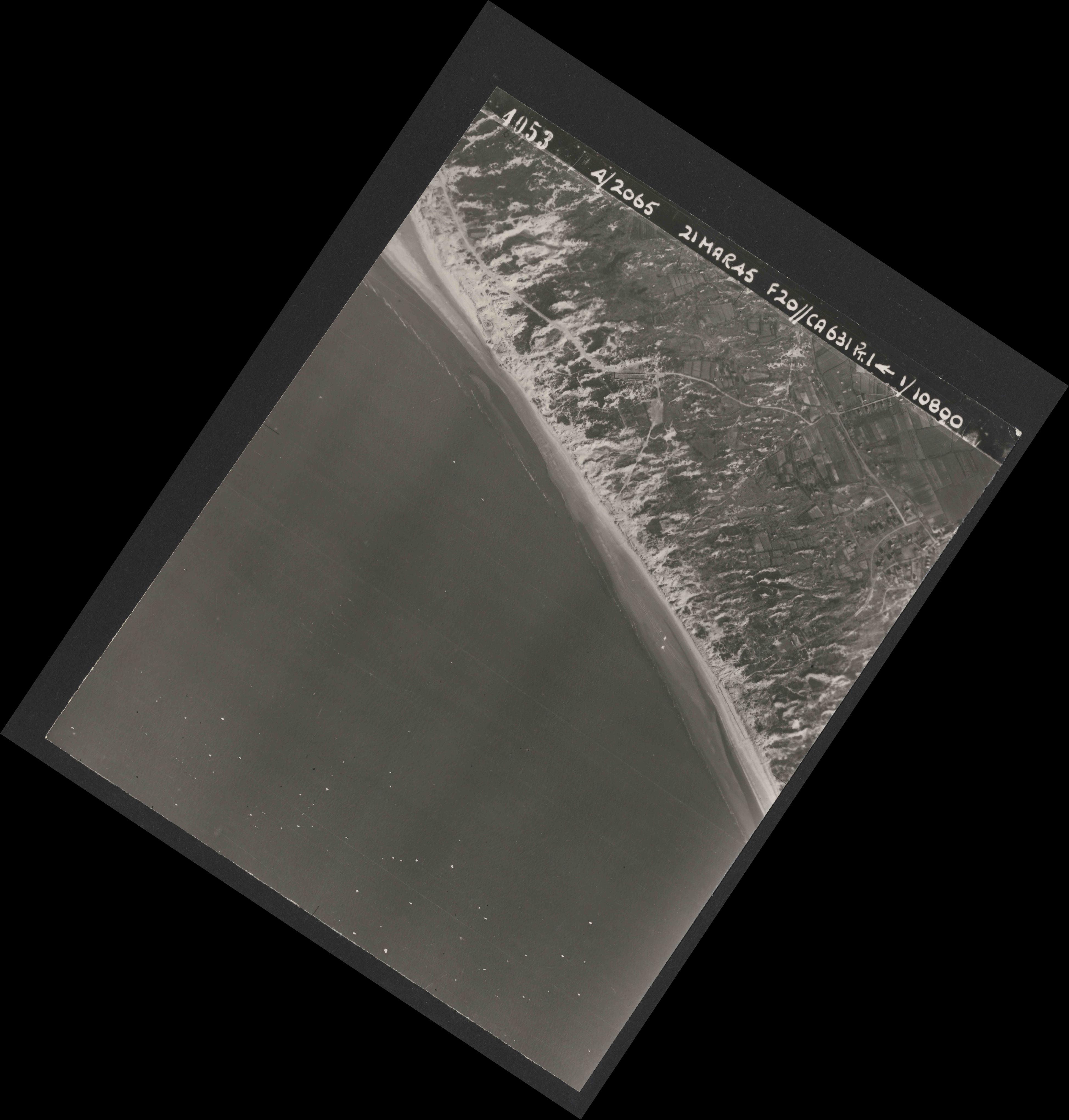 Collection RAF aerial photos 1940-1945 - flight 308, run 04, photo 4053