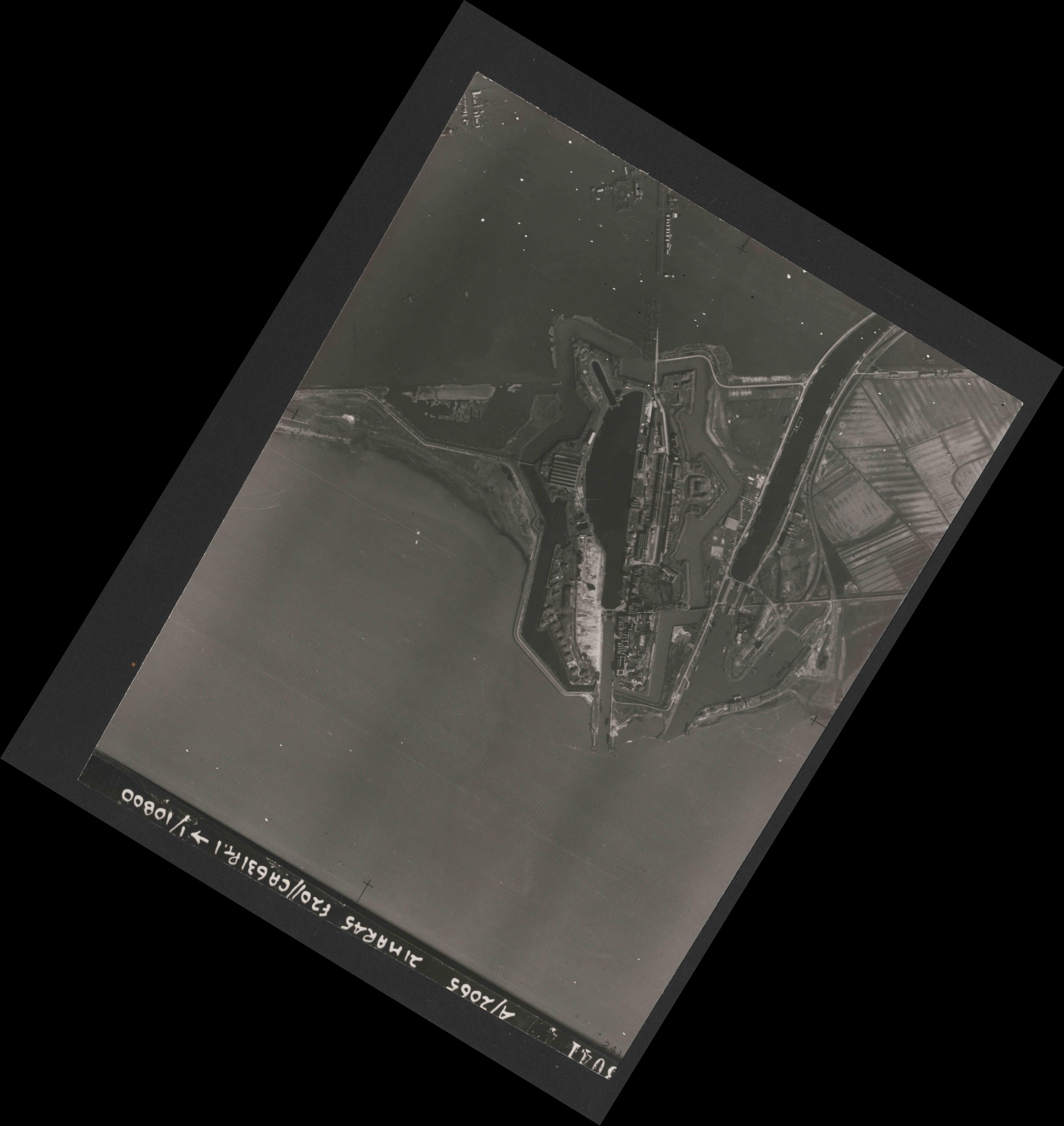 Collection RAF aerial photos 1940-1945 - flight 308, run 05, photo 3041