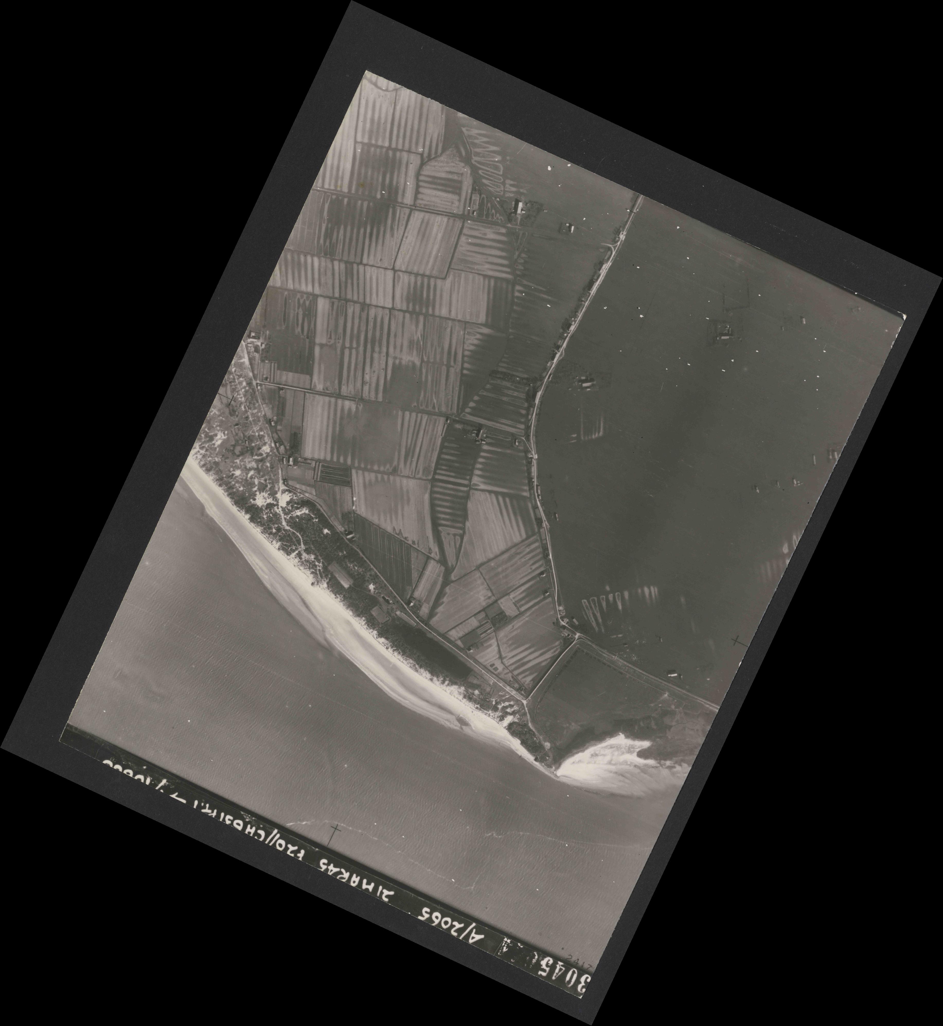 Collection RAF aerial photos 1940-1945 - flight 308, run 05, photo 3045