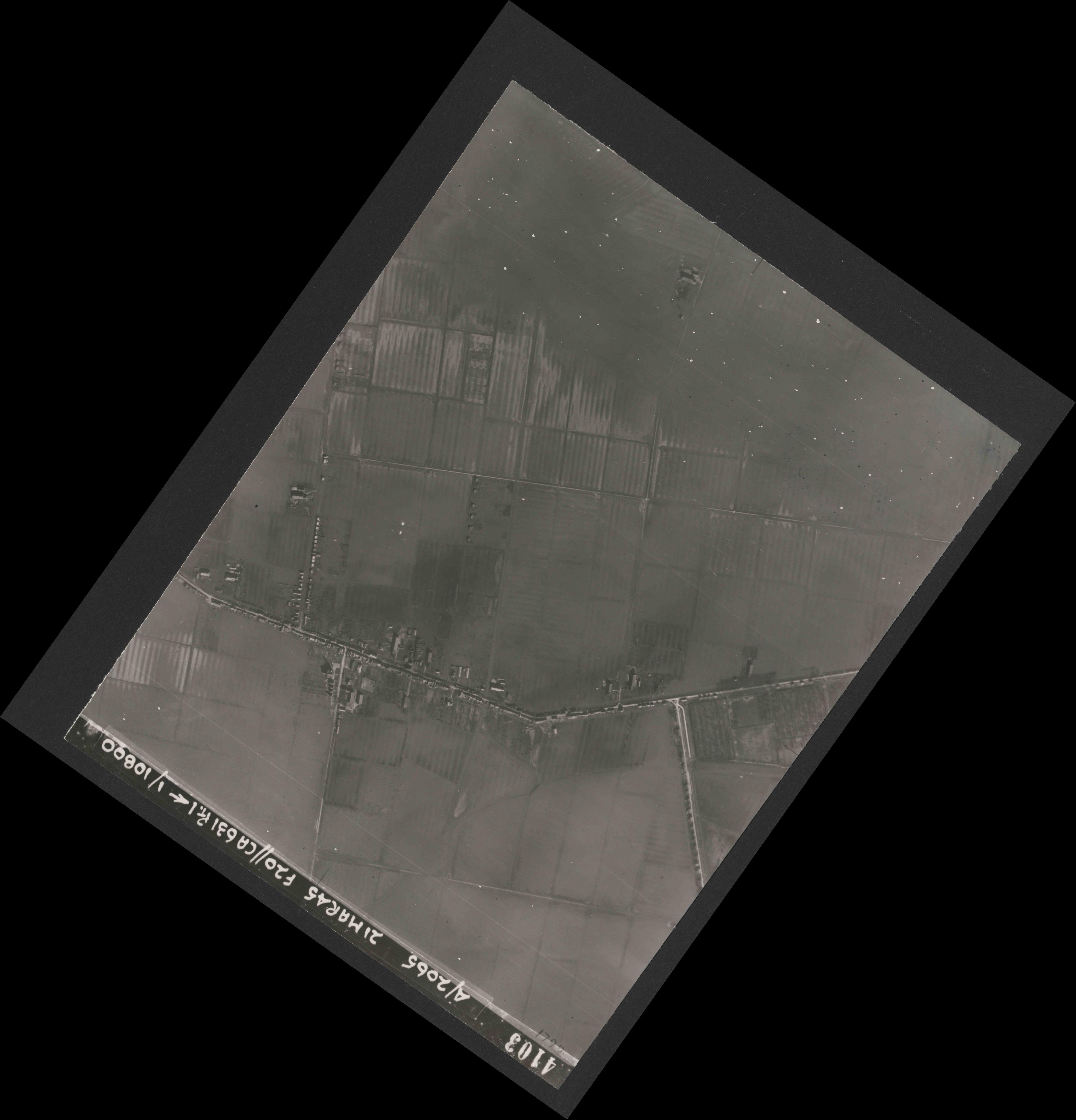 Collection RAF aerial photos 1940-1945 - flight 308, run 06, photo 4103