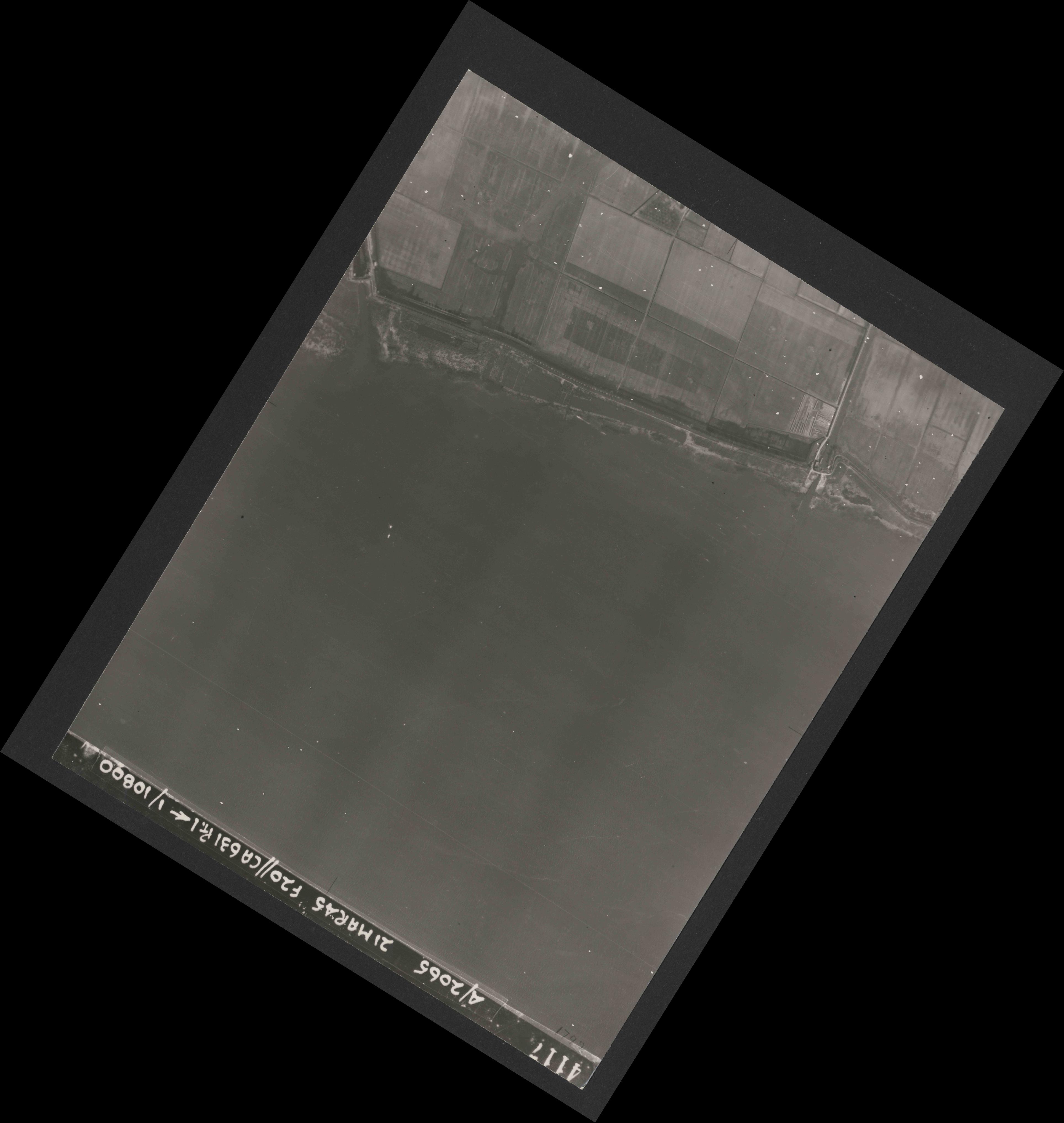 Collection RAF aerial photos 1940-1945 - flight 308, run 06, photo 4117