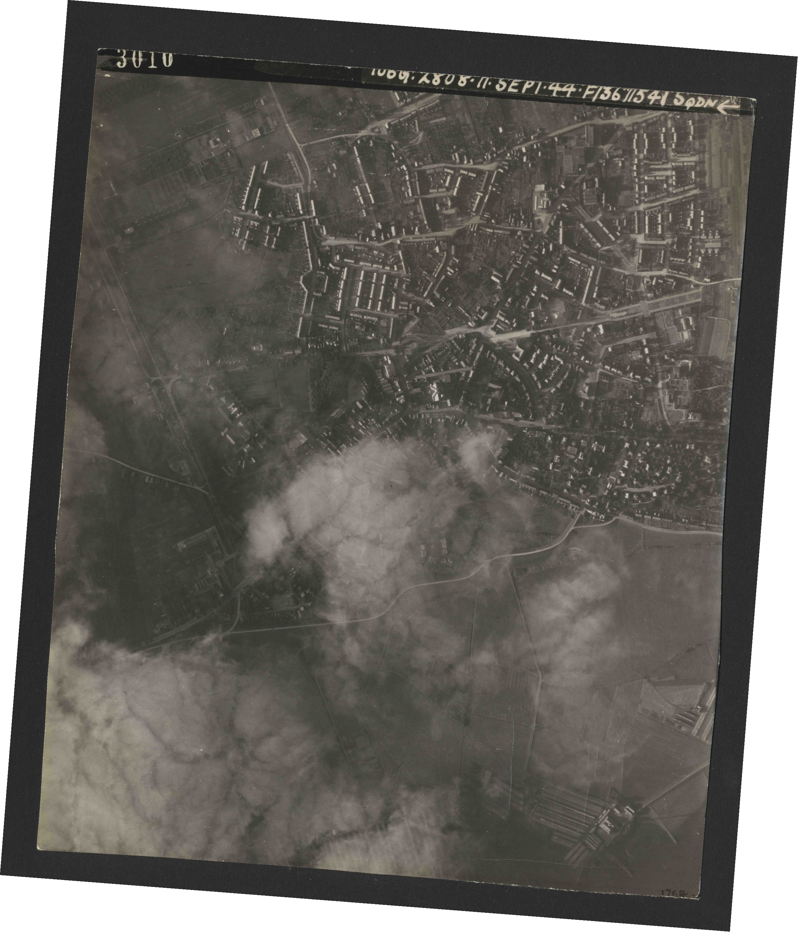 Collection RAF aerial photos 1940-1945 - flight 312, run 01, photo 3010