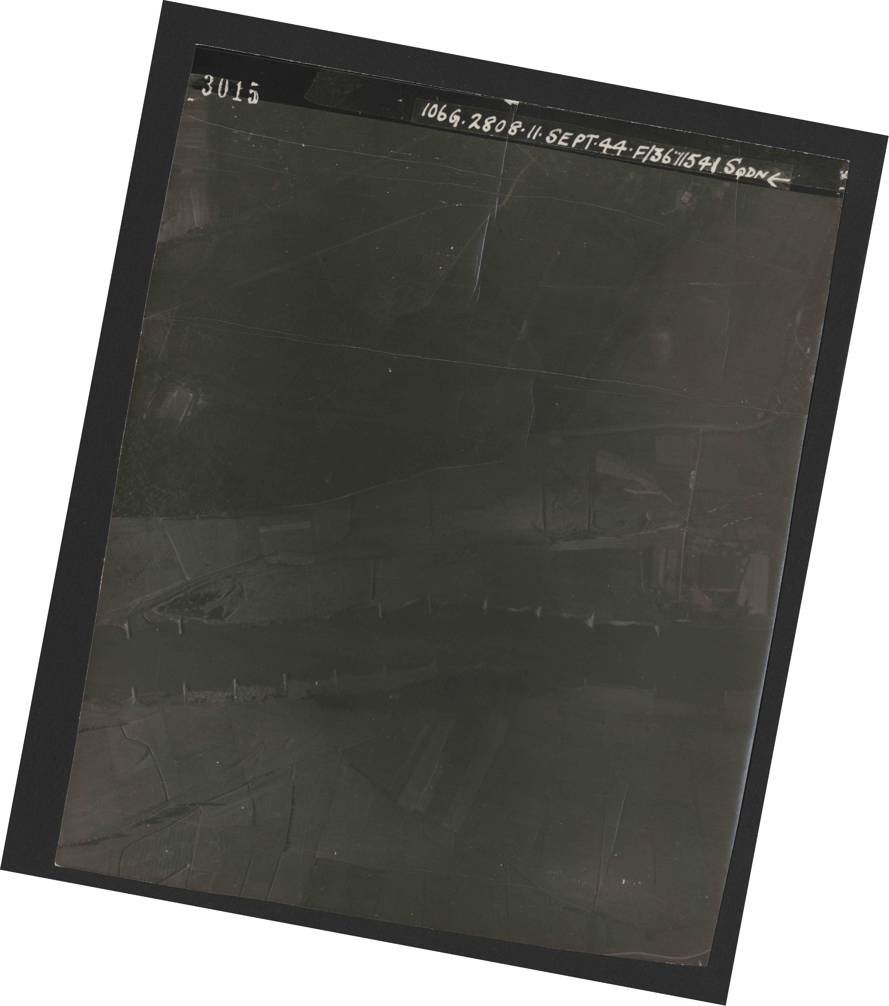 Collection RAF aerial photos 1940-1945 - flight 312, run 01, photo 3015