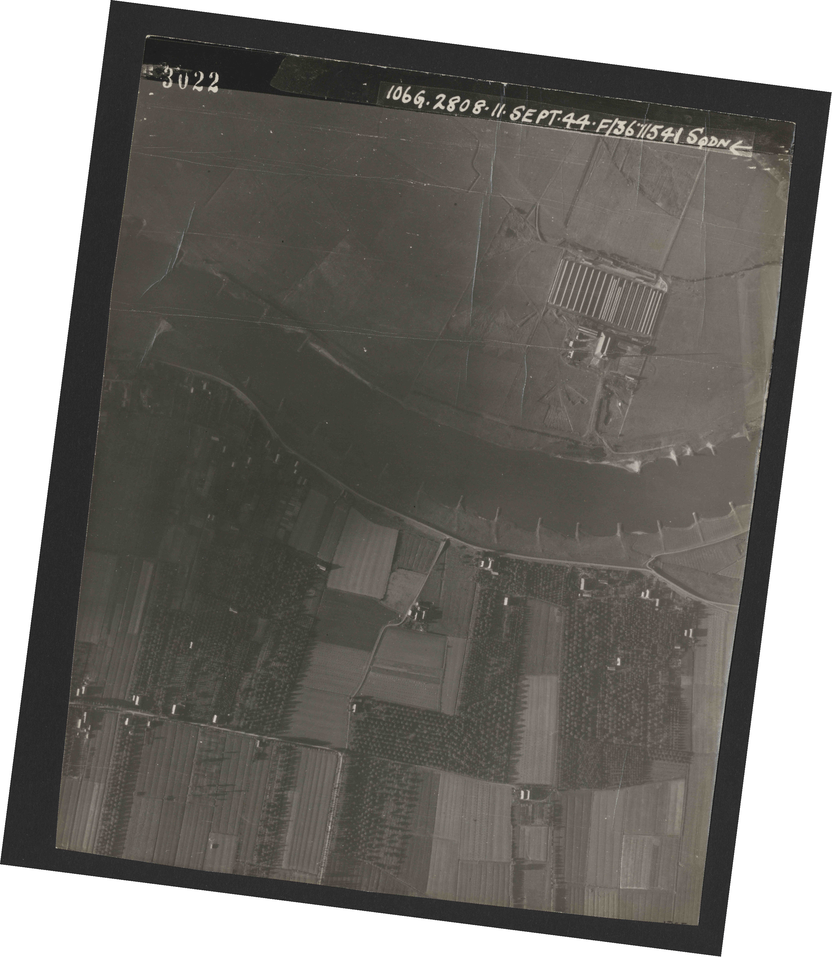 Collection RAF aerial photos 1940-1945 - flight 312, run 01, photo 3022