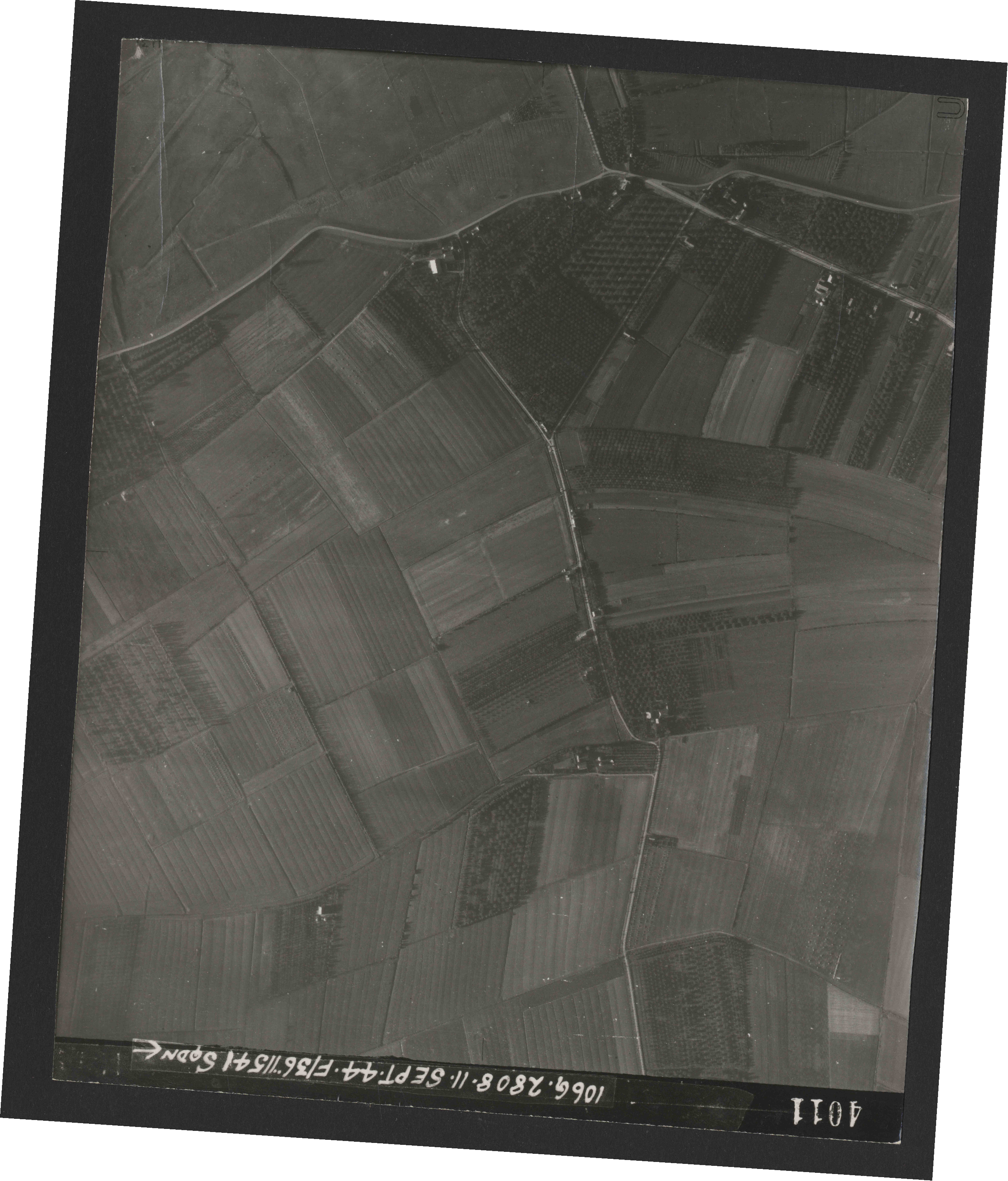 Collection RAF aerial photos 1940-1945 - flight 312, run 02, photo 4011