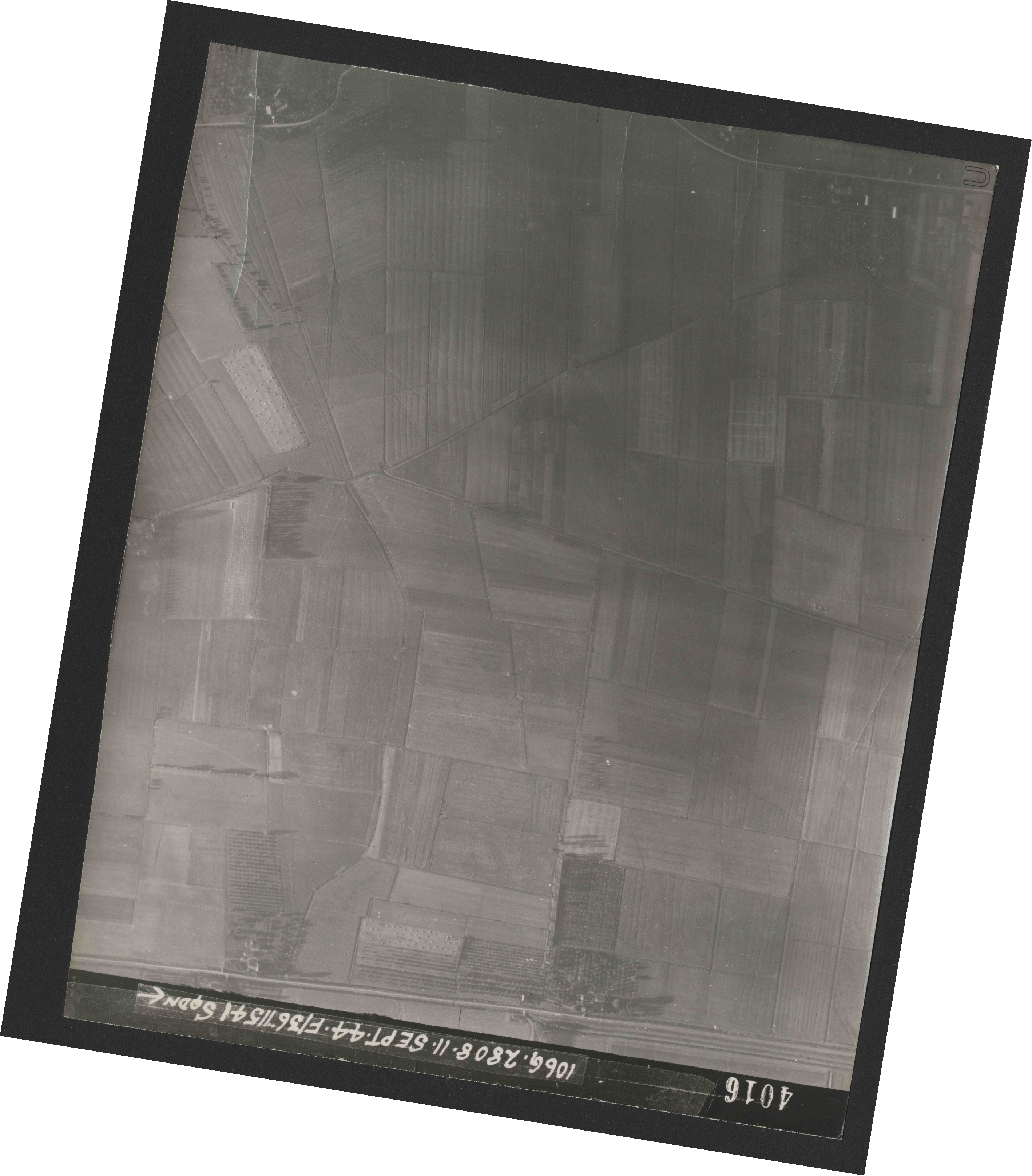 Collection RAF aerial photos 1940-1945 - flight 312, run 02, photo 4016