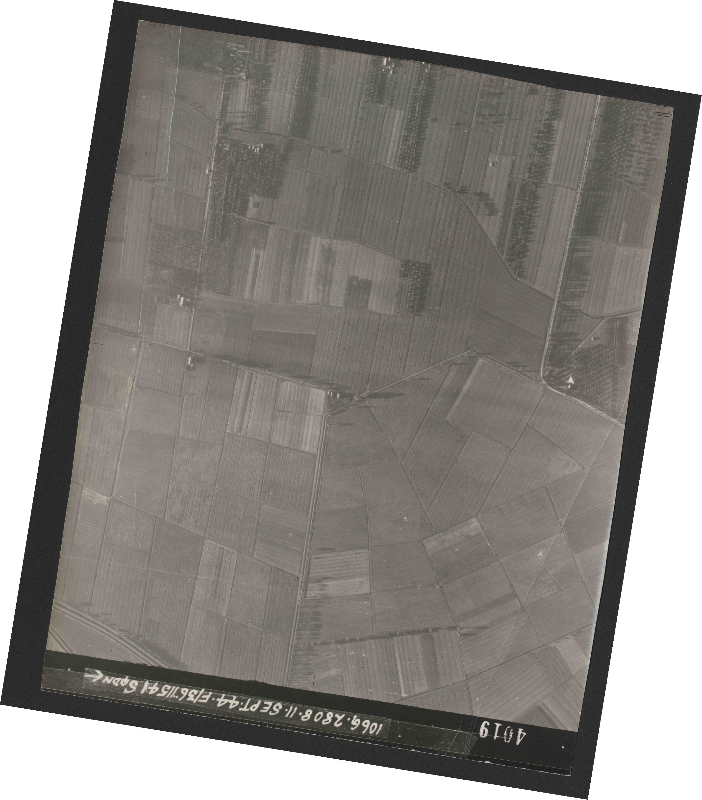 Collection RAF aerial photos 1940-1945 - flight 312, run 02, photo 4019