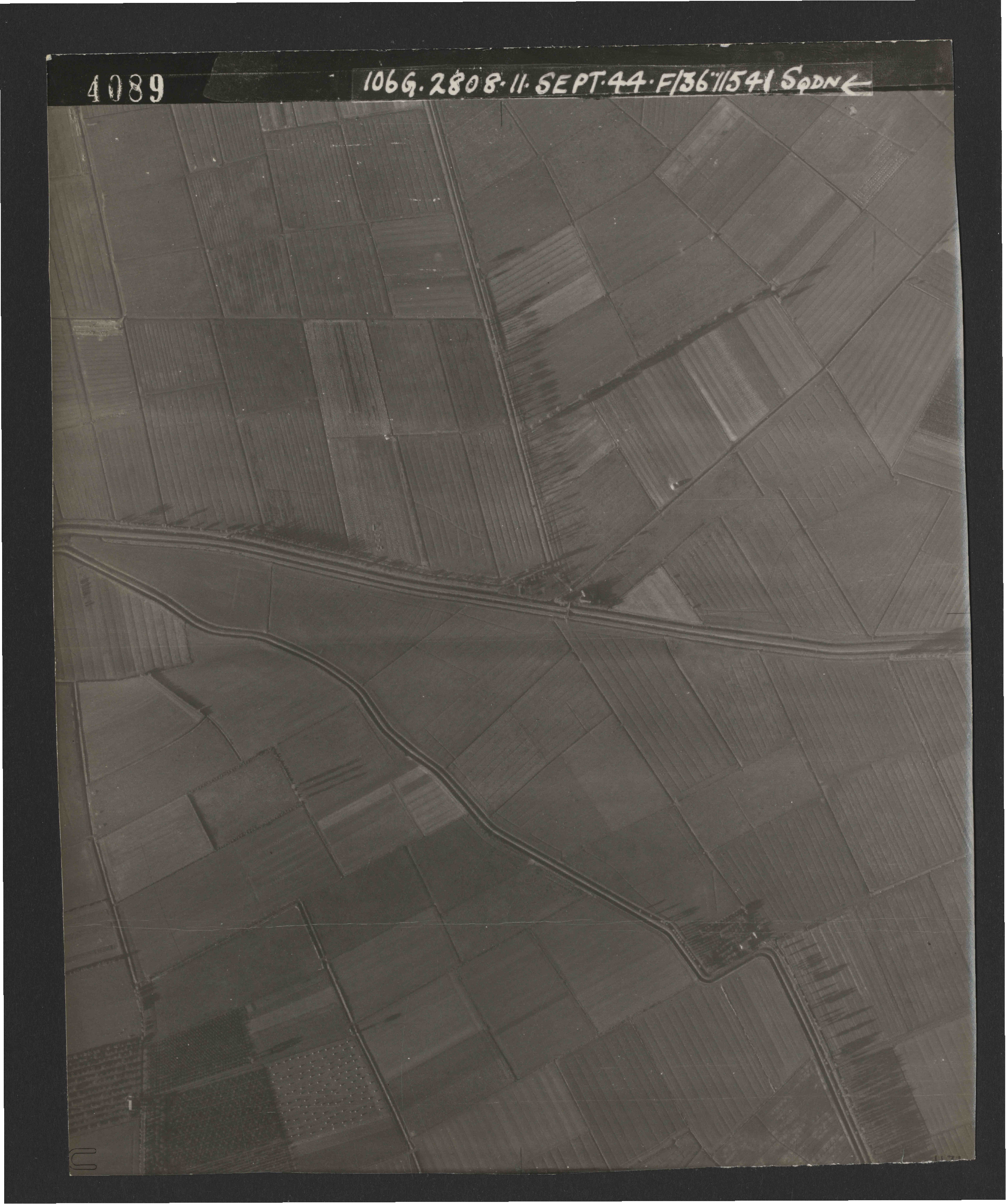 Collection RAF aerial photos 1940-1945 - flight 312, run 03, photo 4089