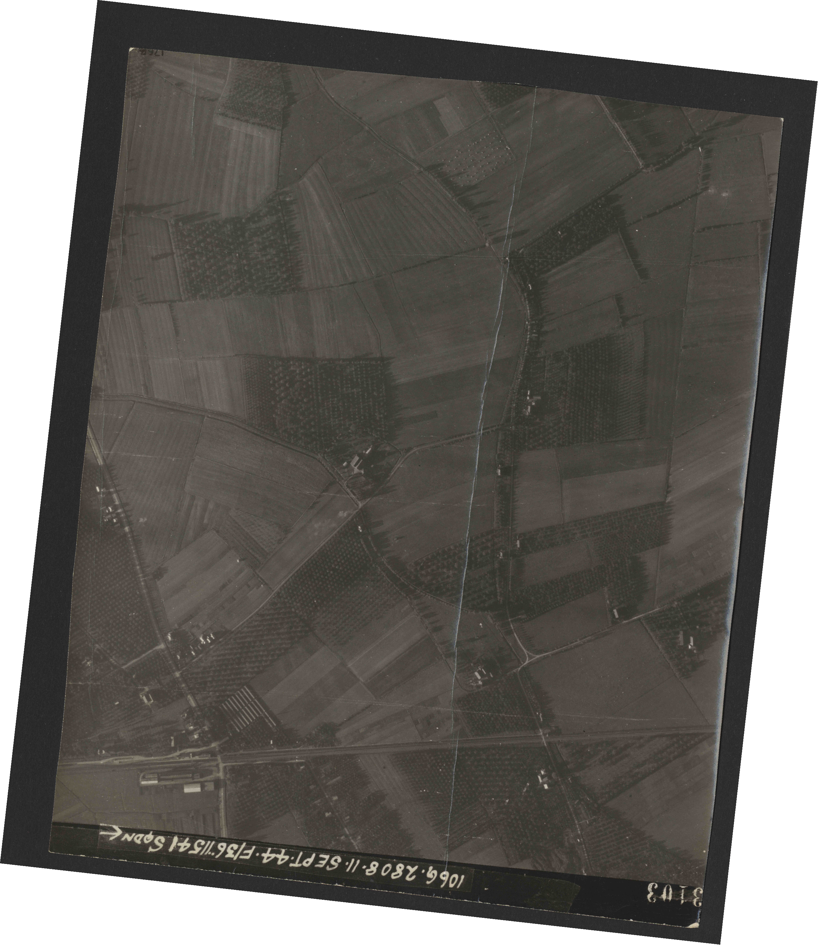 Collection RAF aerial photos 1940-1945 - flight 312, run 04, photo 3103