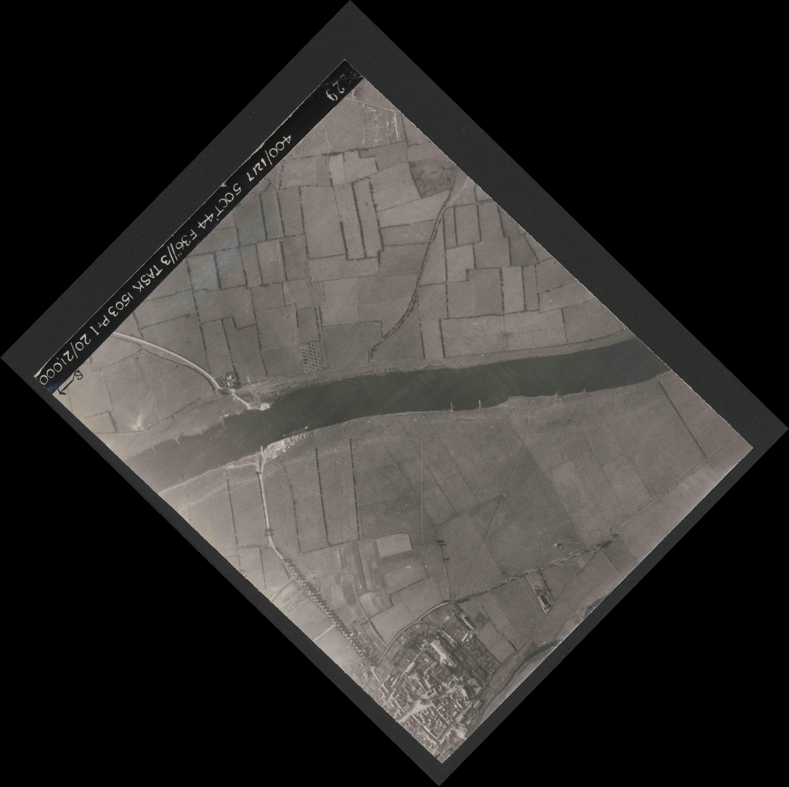 Collection RAF aerial photos 1940-1945 - flight 316, run 03, photo 4229