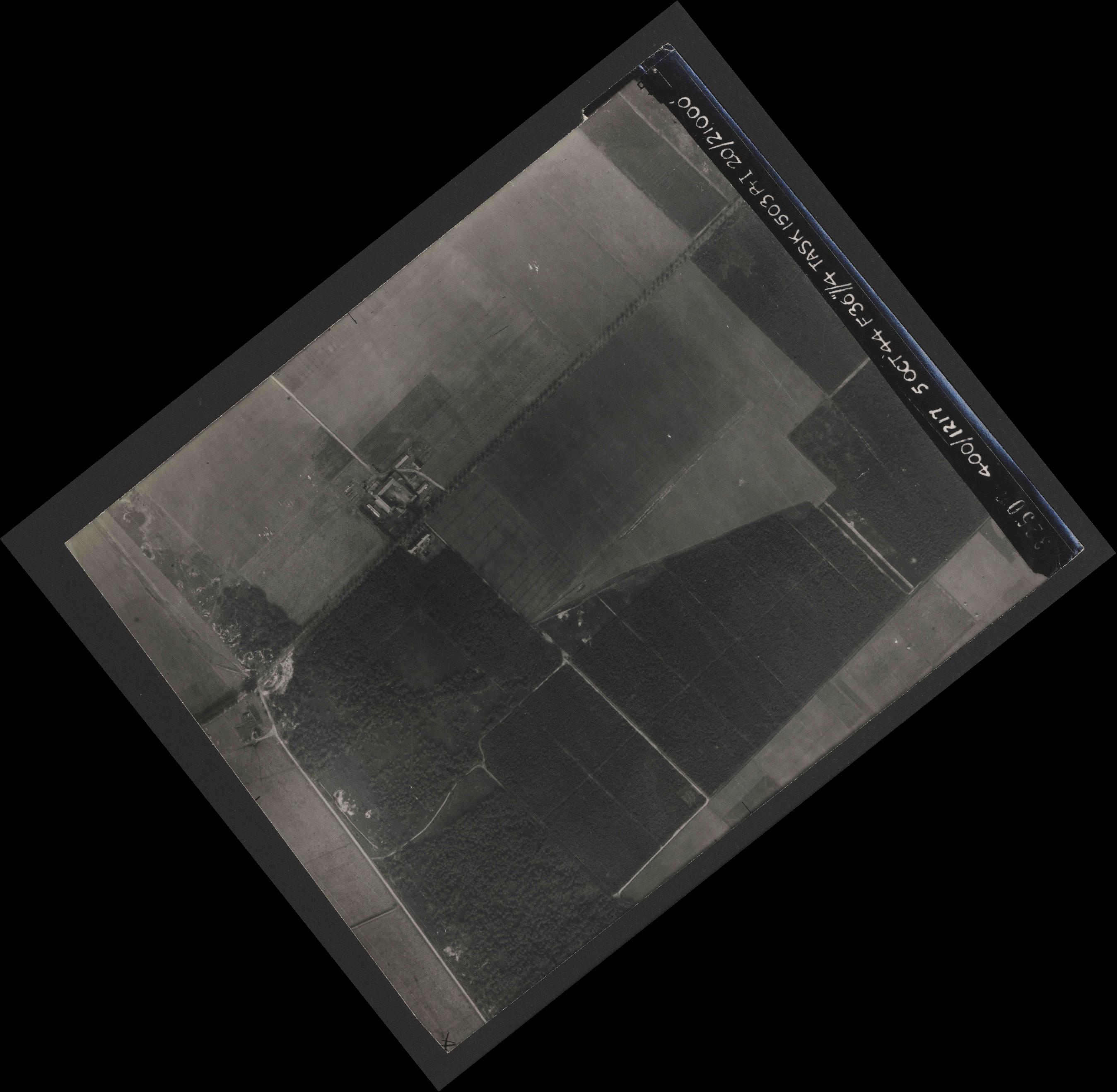 Collection RAF aerial photos 1940-1945 - flight 316, run 09, photo 3250