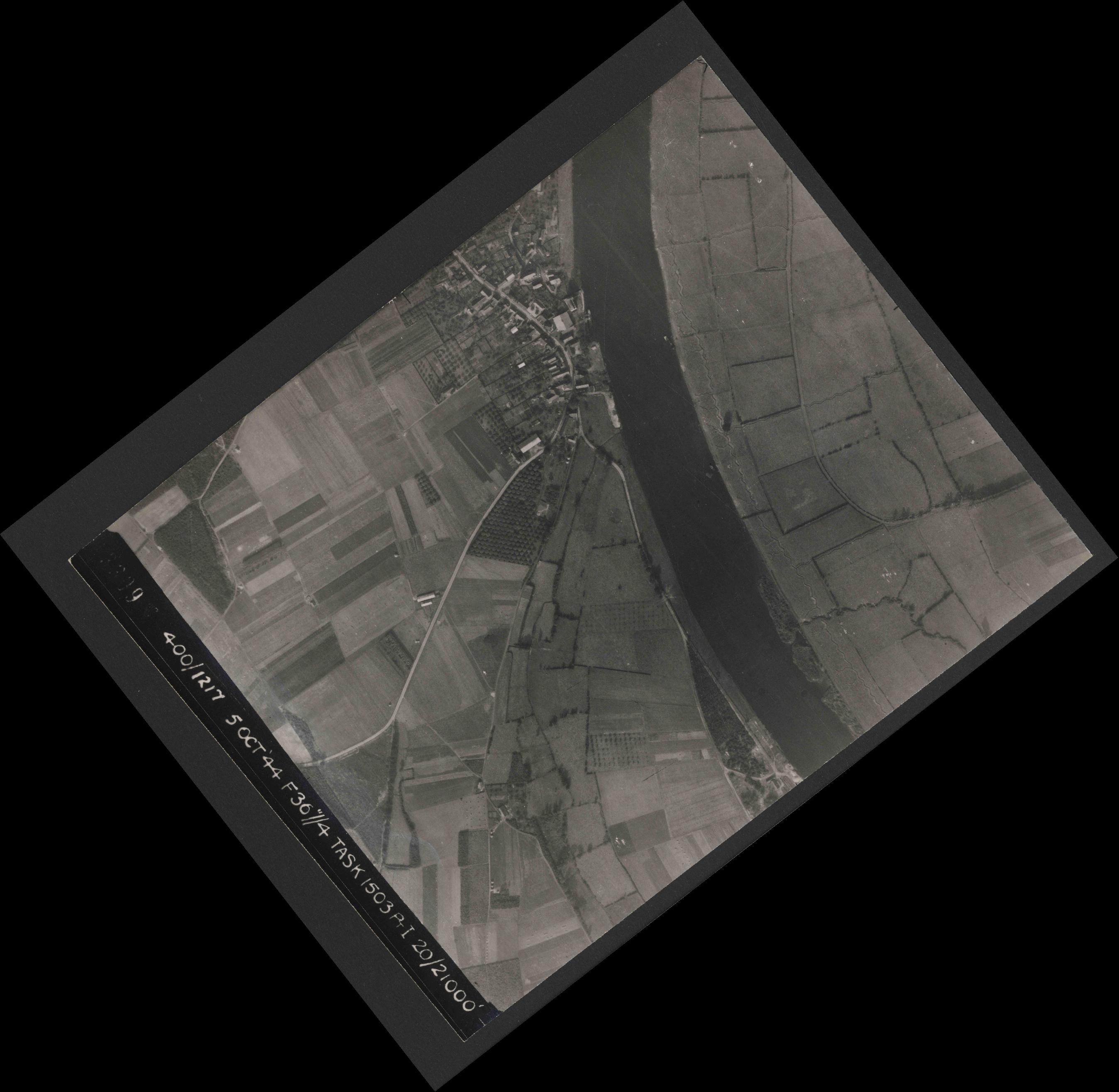 Collection RAF aerial photos 1940-1945 - flight 316, run 12, photo 3309