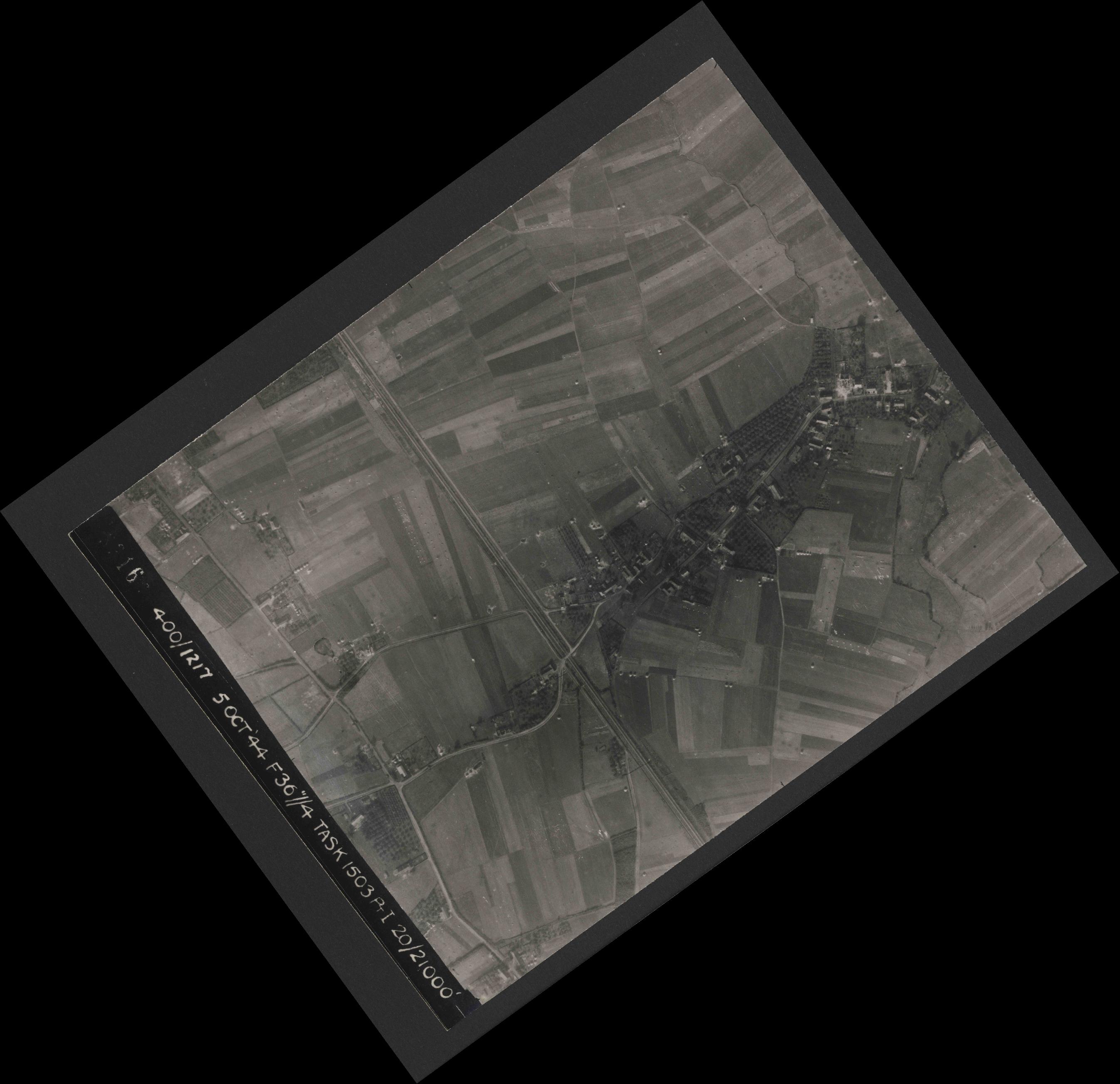 Collection RAF aerial photos 1940-1945 - flight 316, run 12, photo 3316