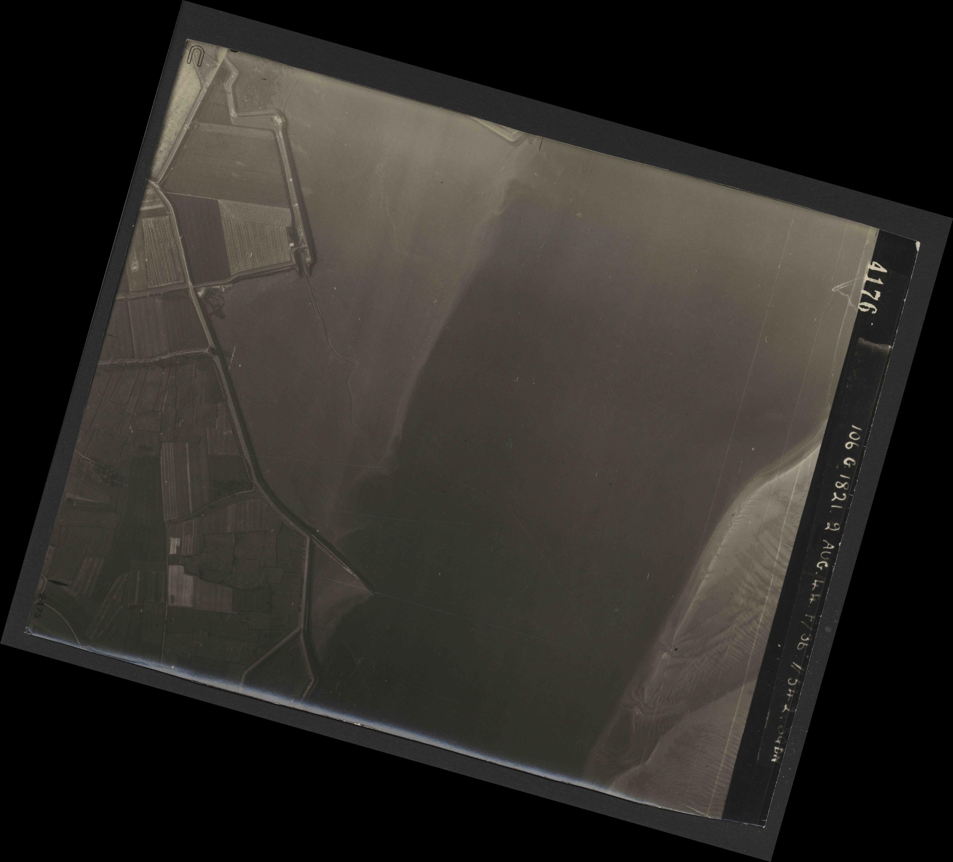 Collection RAF aerial photos 1940-1945 - flight 317, run 01, photo 4176