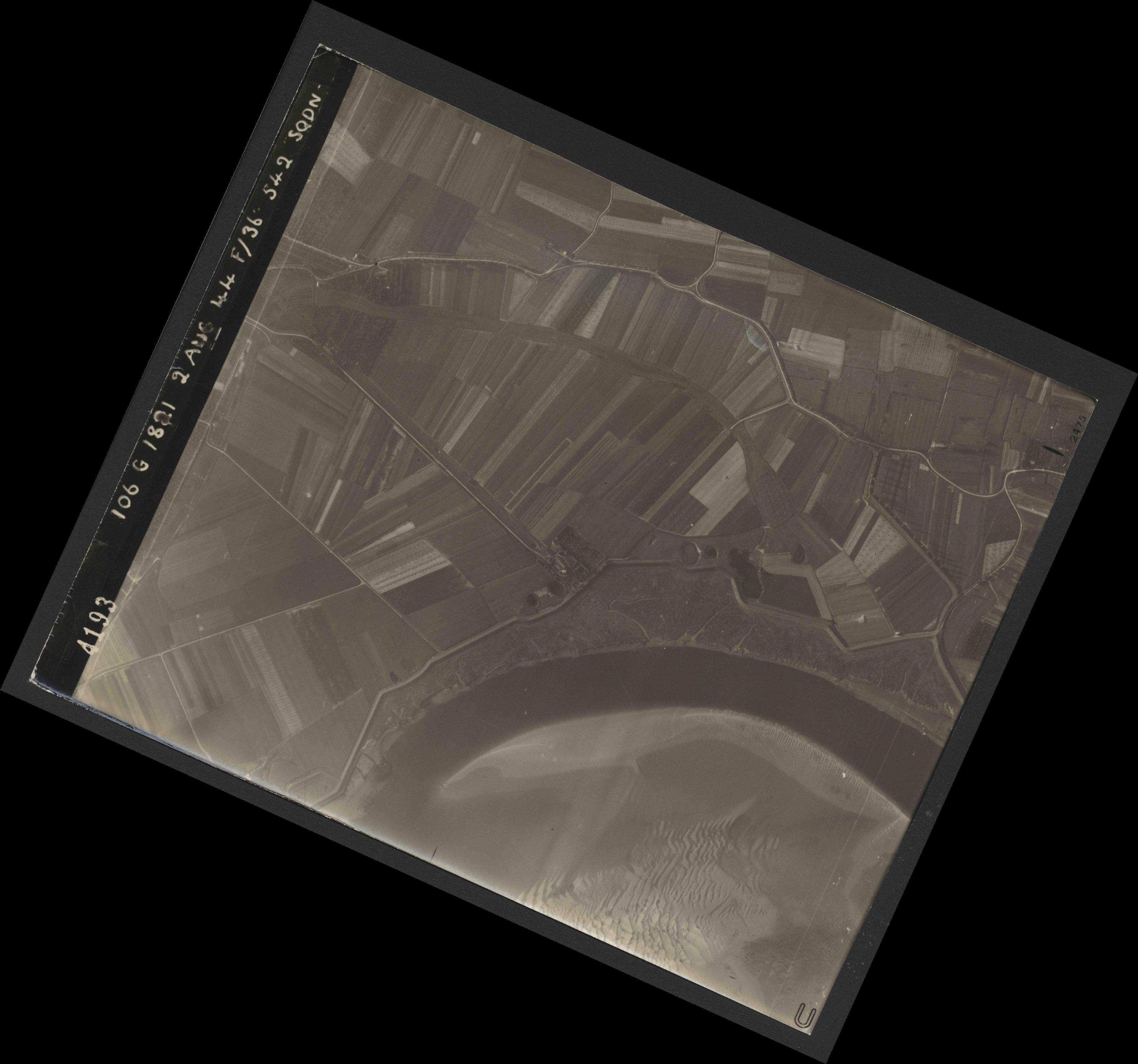 Collection RAF aerial photos 1940-1945 - flight 317, run 02, photo 4193