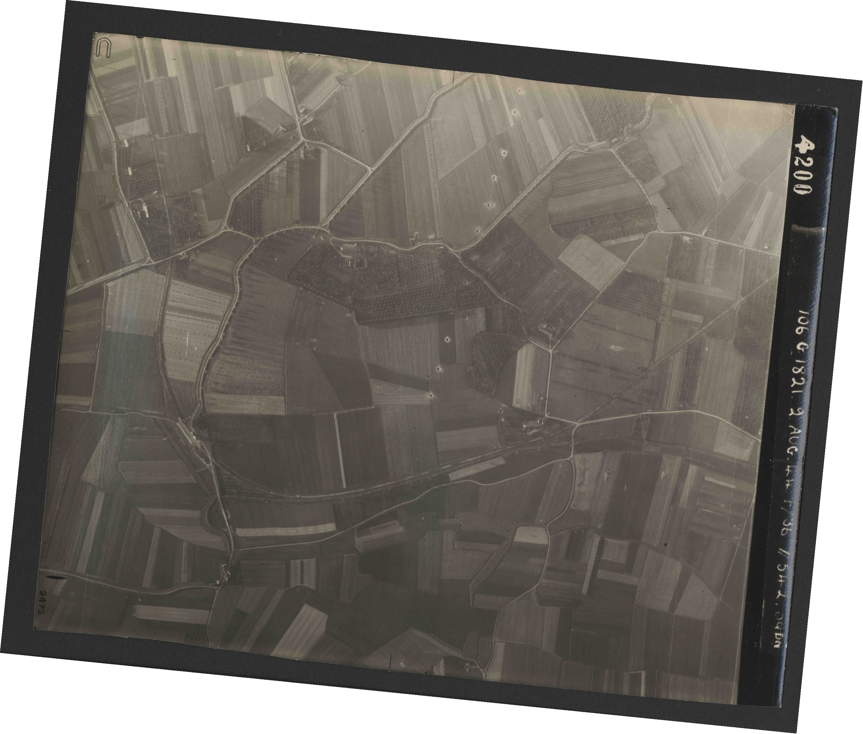 Collection RAF aerial photos 1940-1945 - flight 317, run 03, photo 4200