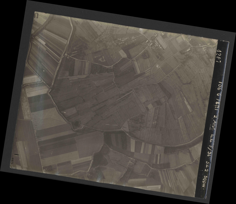 Collection RAF aerial photos 1940-1945 - flight 317, run 03, photo 4207