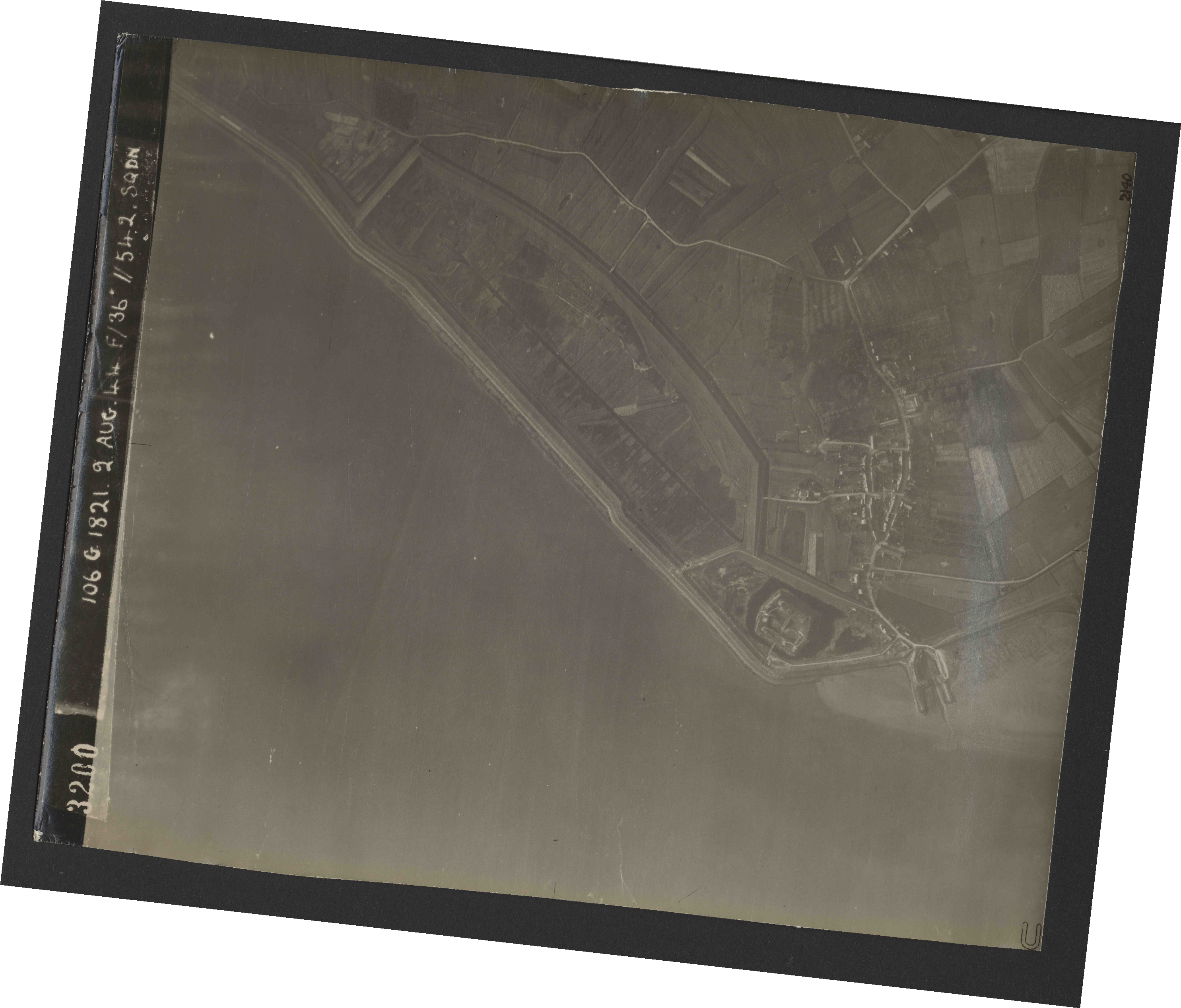 Collection RAF aerial photos 1940-1945 - flight 317, run 05, photo 3200