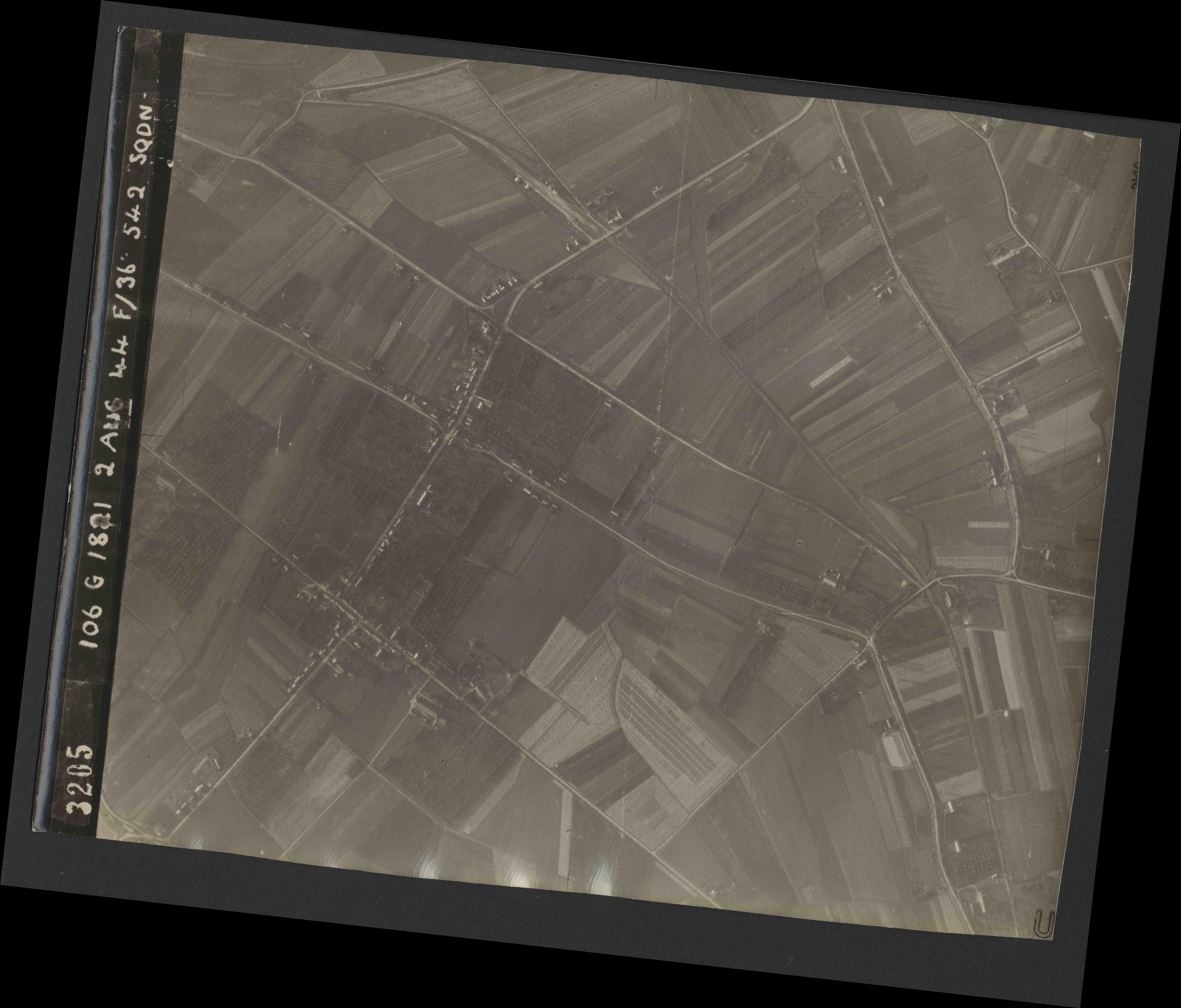Collection RAF aerial photos 1940-1945 - flight 317, run 05, photo 3205