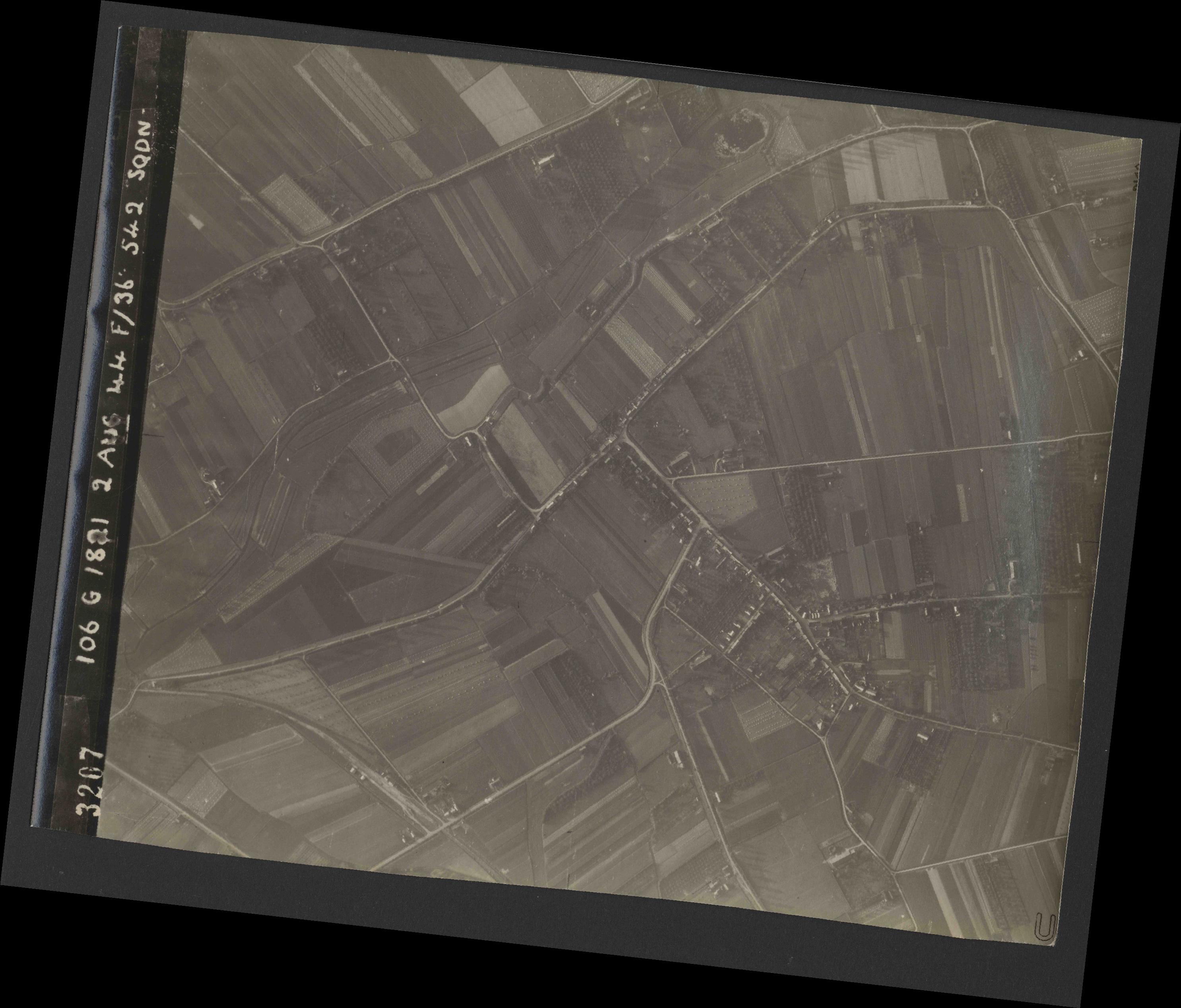 Collection RAF aerial photos 1940-1945 - flight 317, run 05, photo 3207