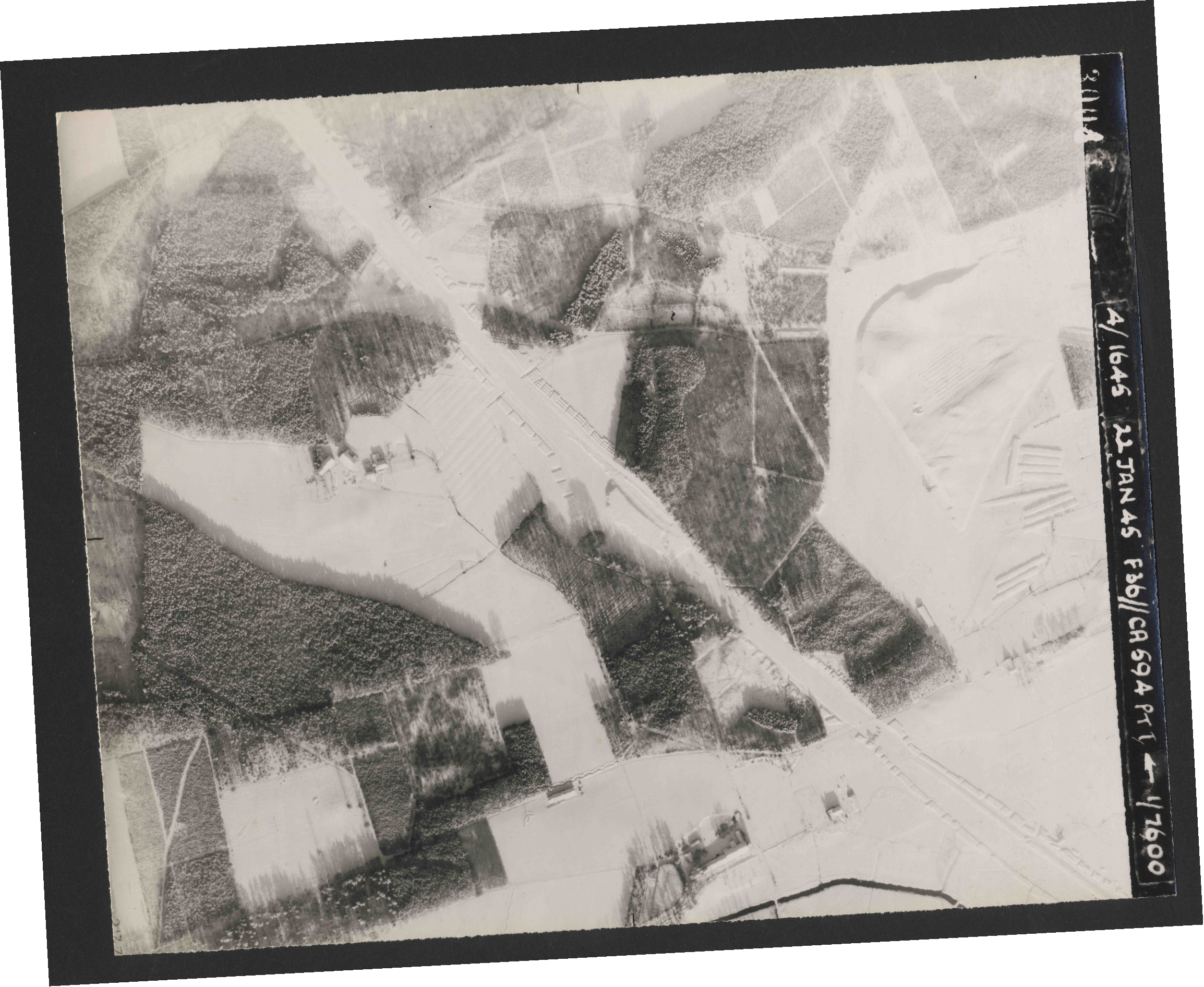 Collection RAF aerial photos 1940-1945 - flight 319, run 01, photo 3004