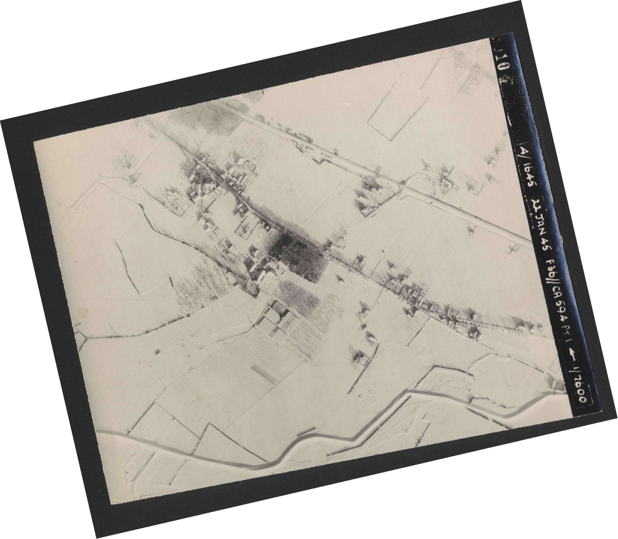 Collection RAF aerial photos 1940-1945 - flight 319, run 01, photo 3010