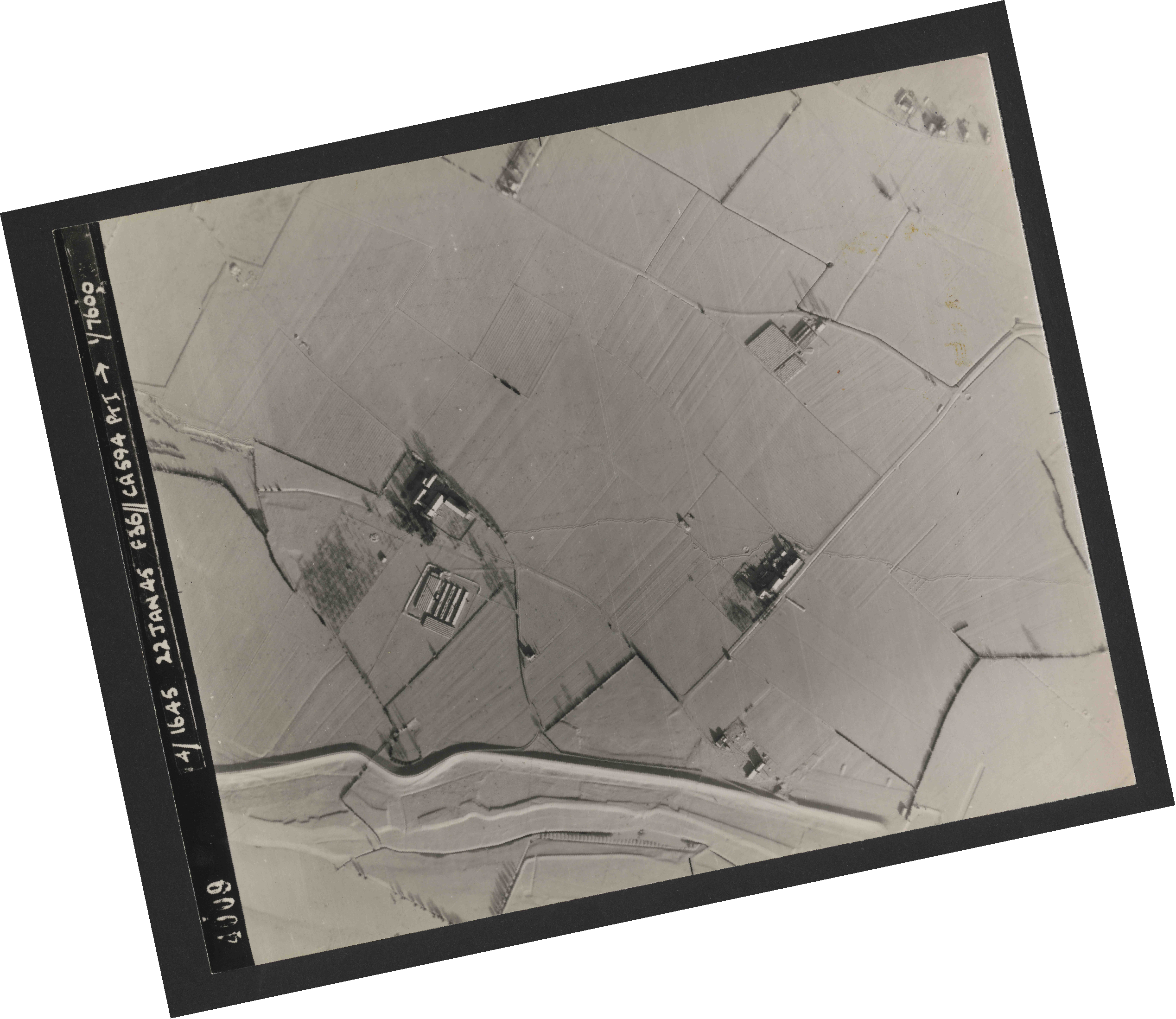 Collection RAF aerial photos 1940-1945 - flight 319, run 02, photo 4009