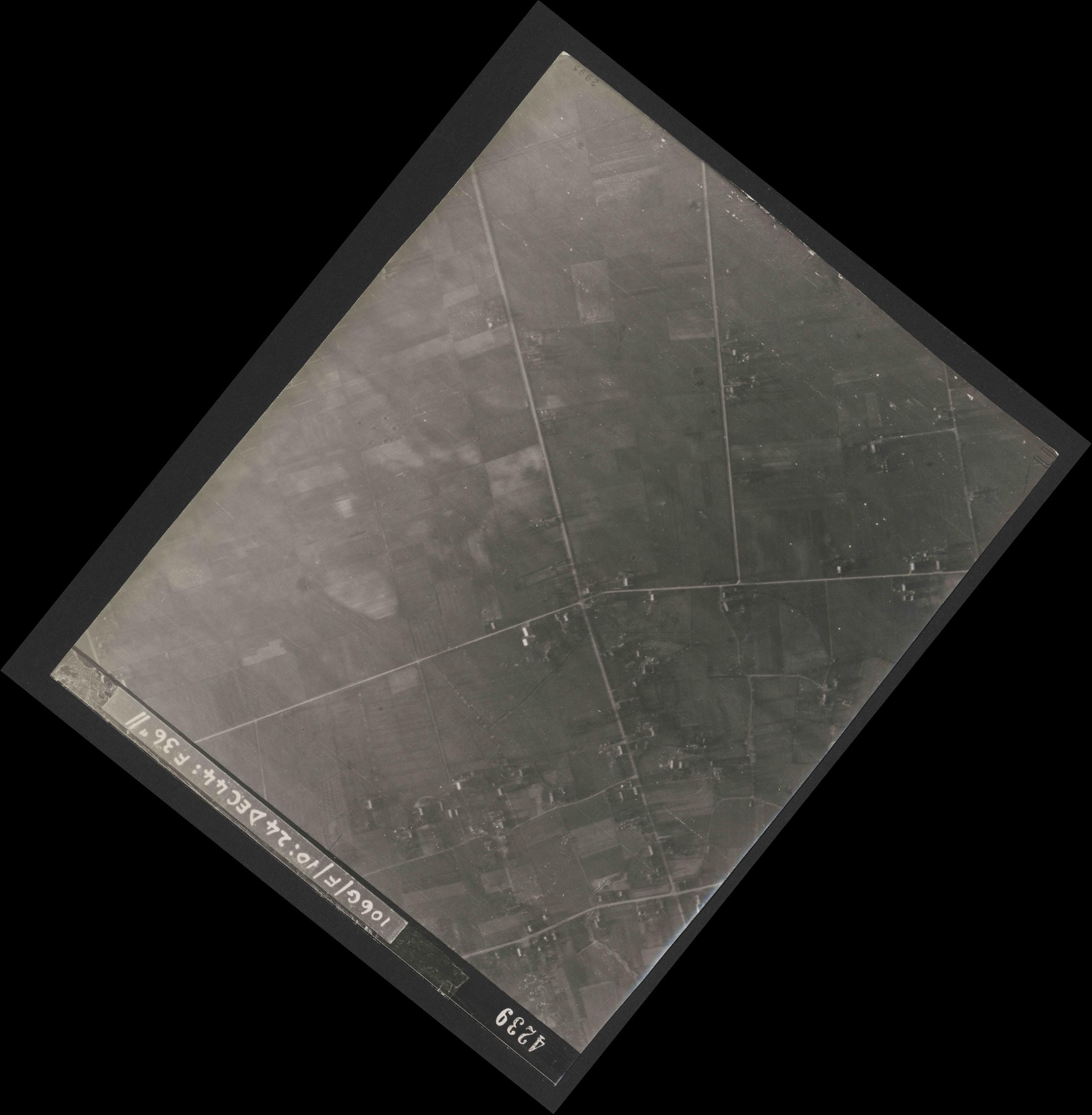 Collection RAF aerial photos 1940-1945 - flight 320, run 04, photo 4239