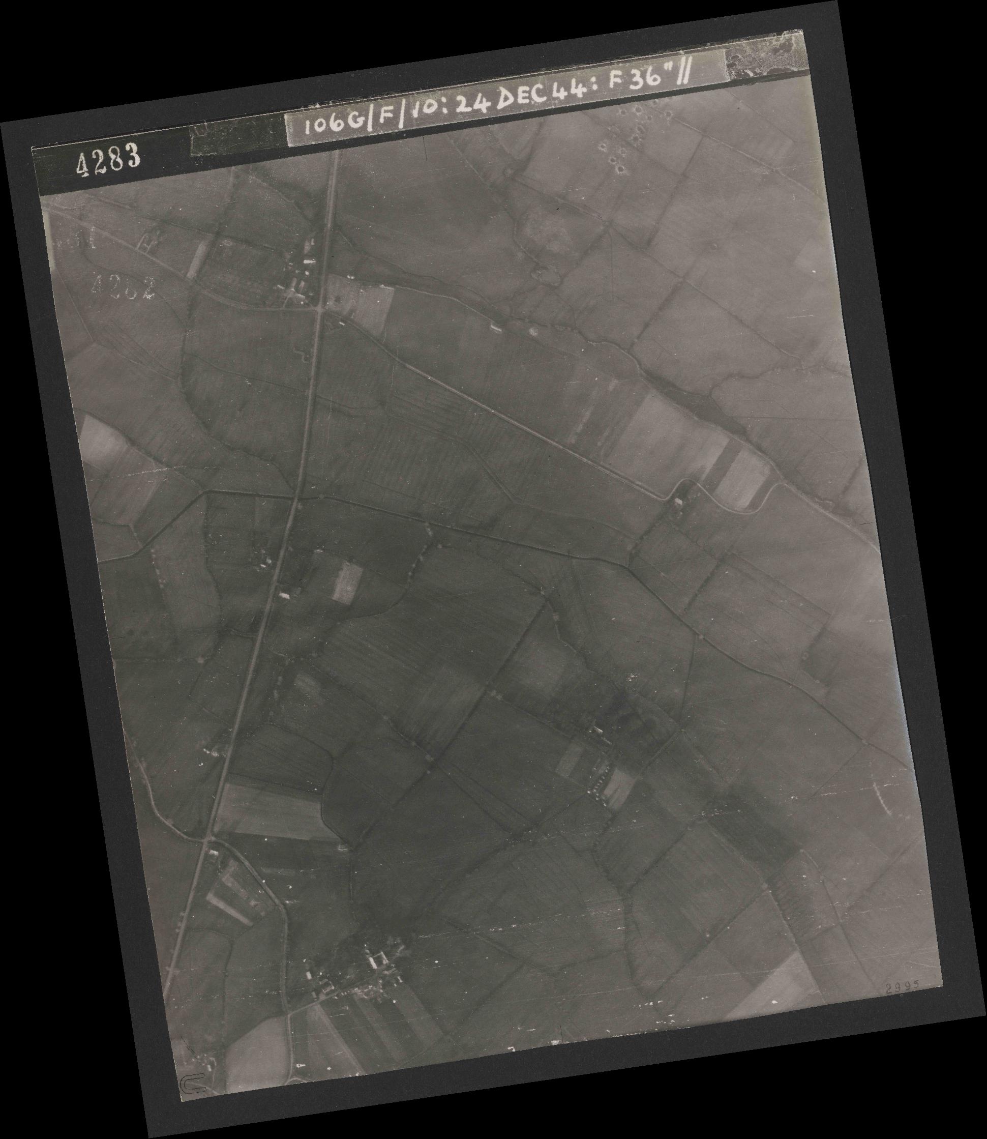 Collection RAF aerial photos 1940-1945 - flight 320, run 08, photo 4283