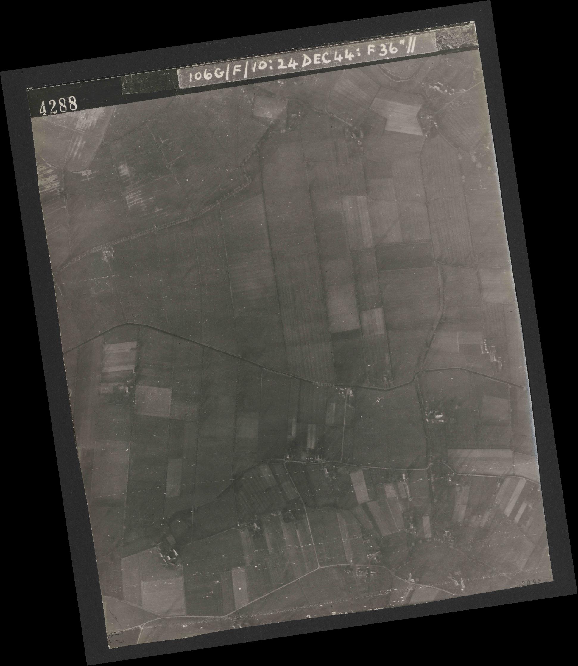 Collection RAF aerial photos 1940-1945 - flight 320, run 08, photo 4288