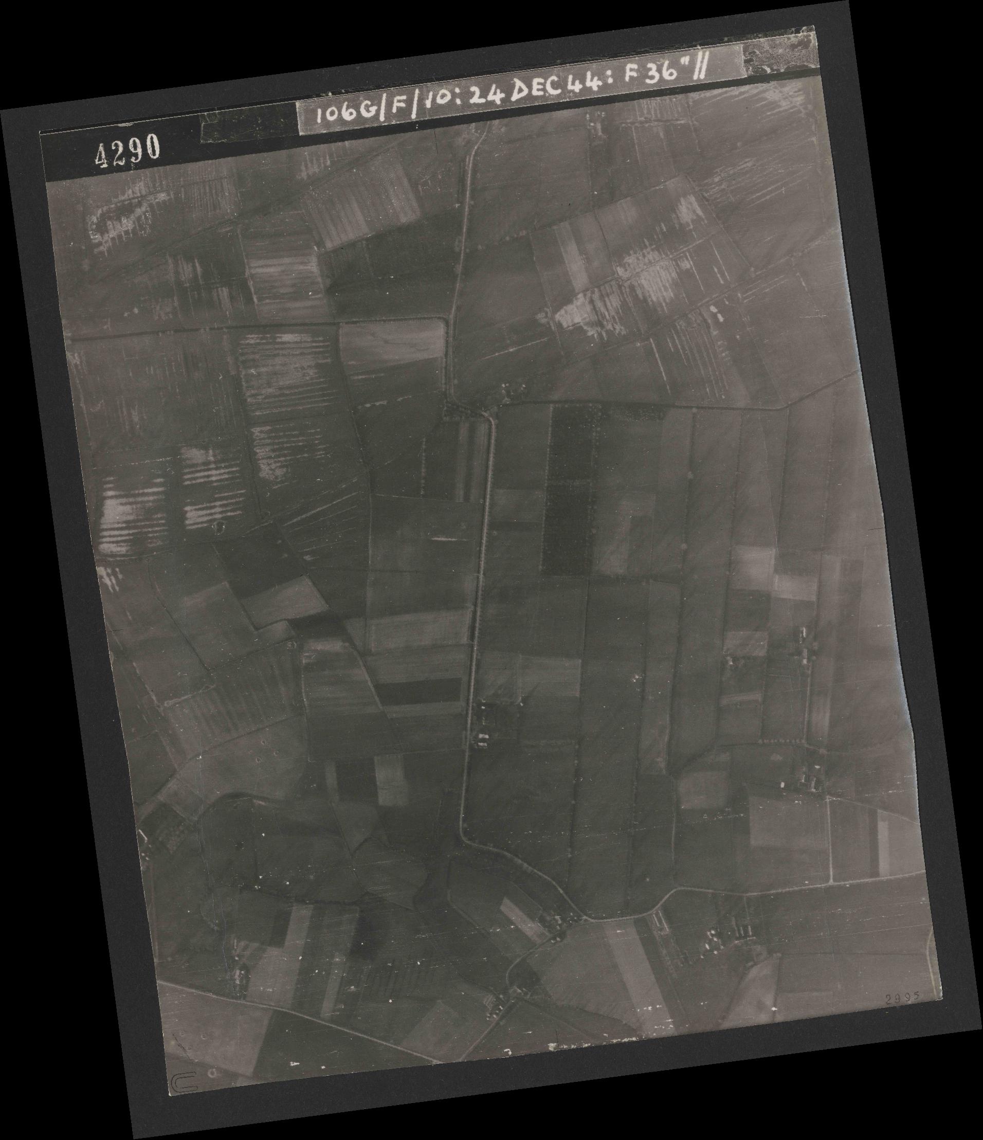 Collection RAF aerial photos 1940-1945 - flight 320, run 08, photo 4290