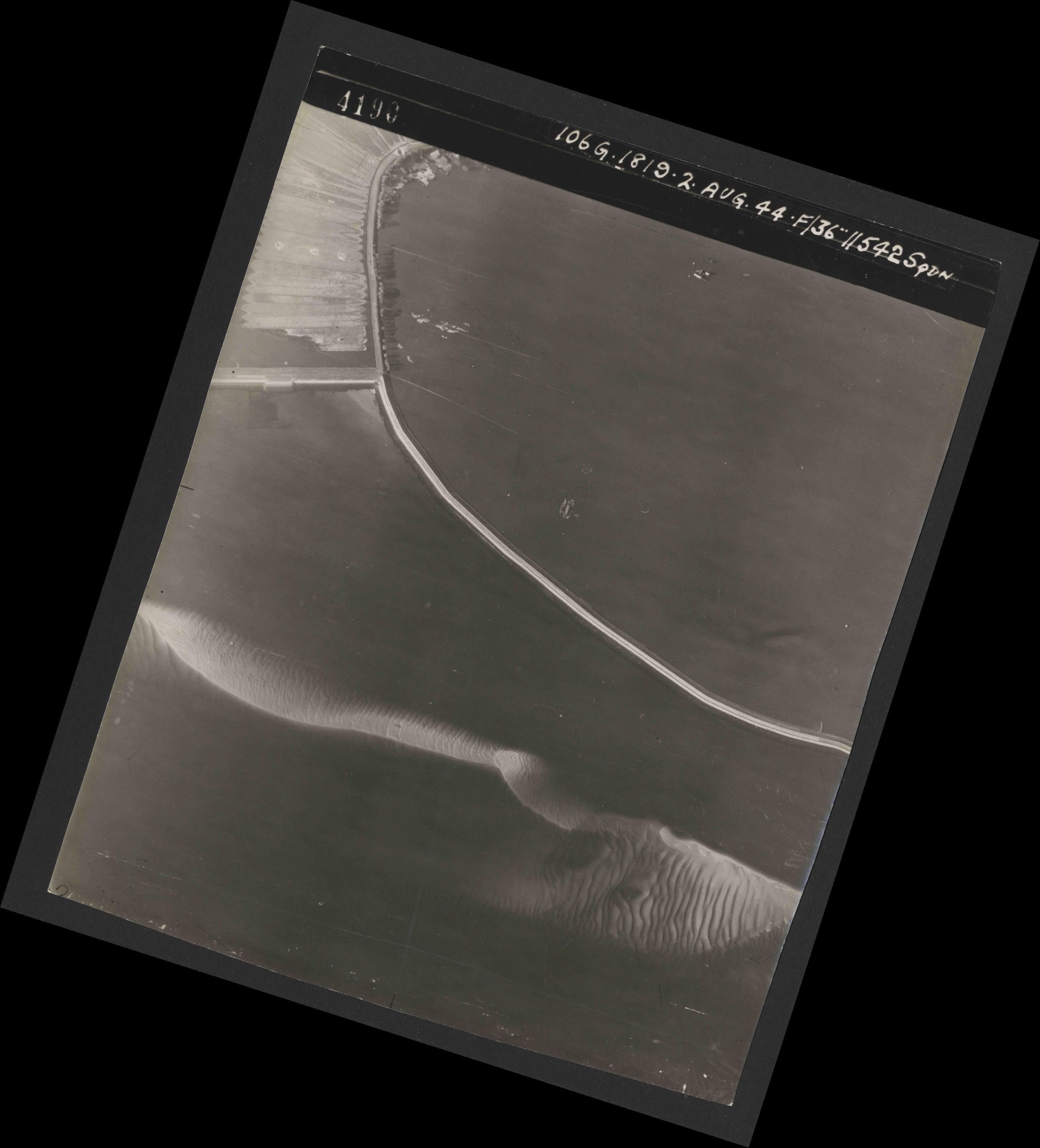 Collection RAF aerial photos 1940-1945 - flight 321, run 01, photo 4190