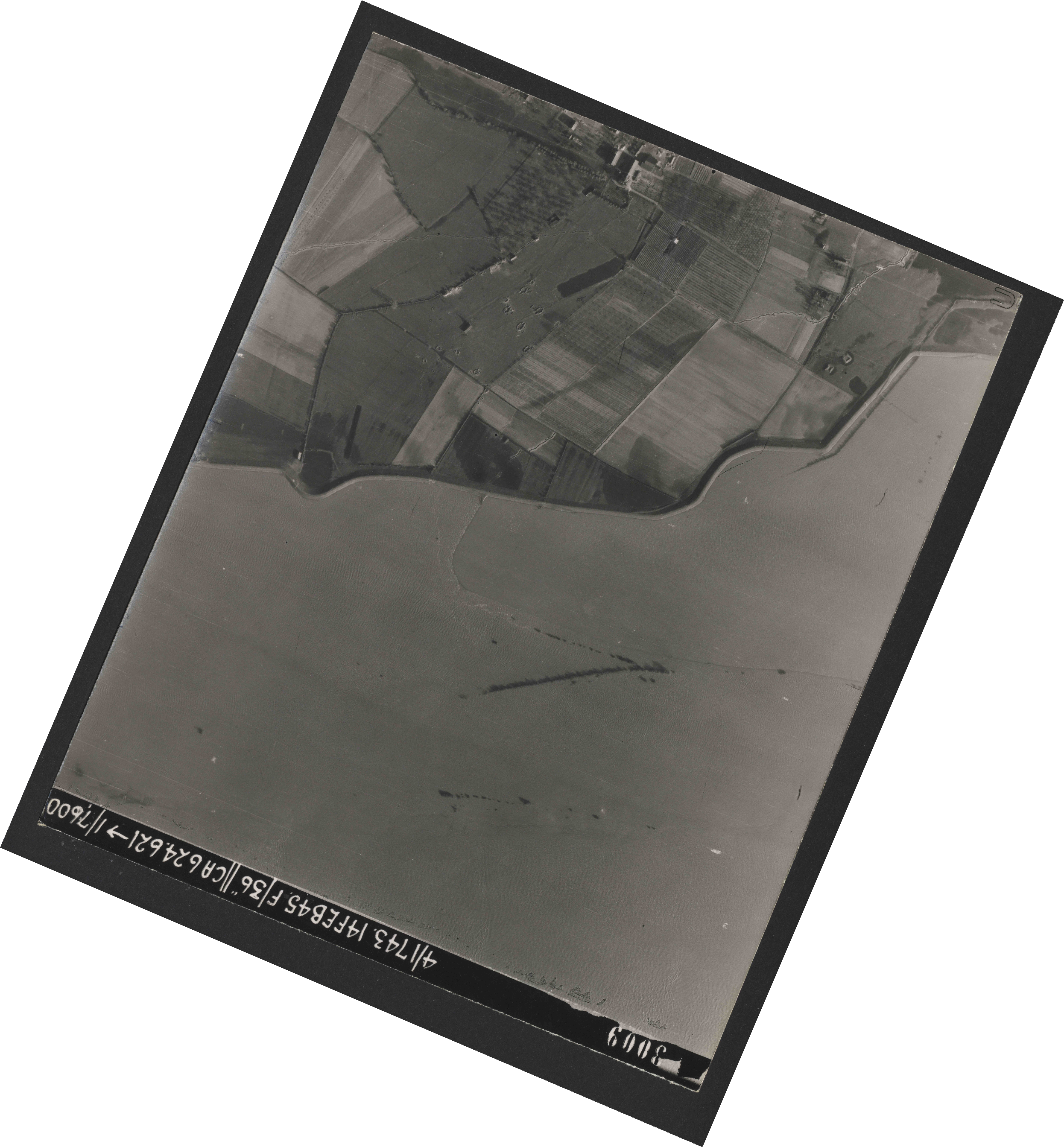 Collection RAF aerial photos 1940-1945 - flight 323, run 01, photo 3009