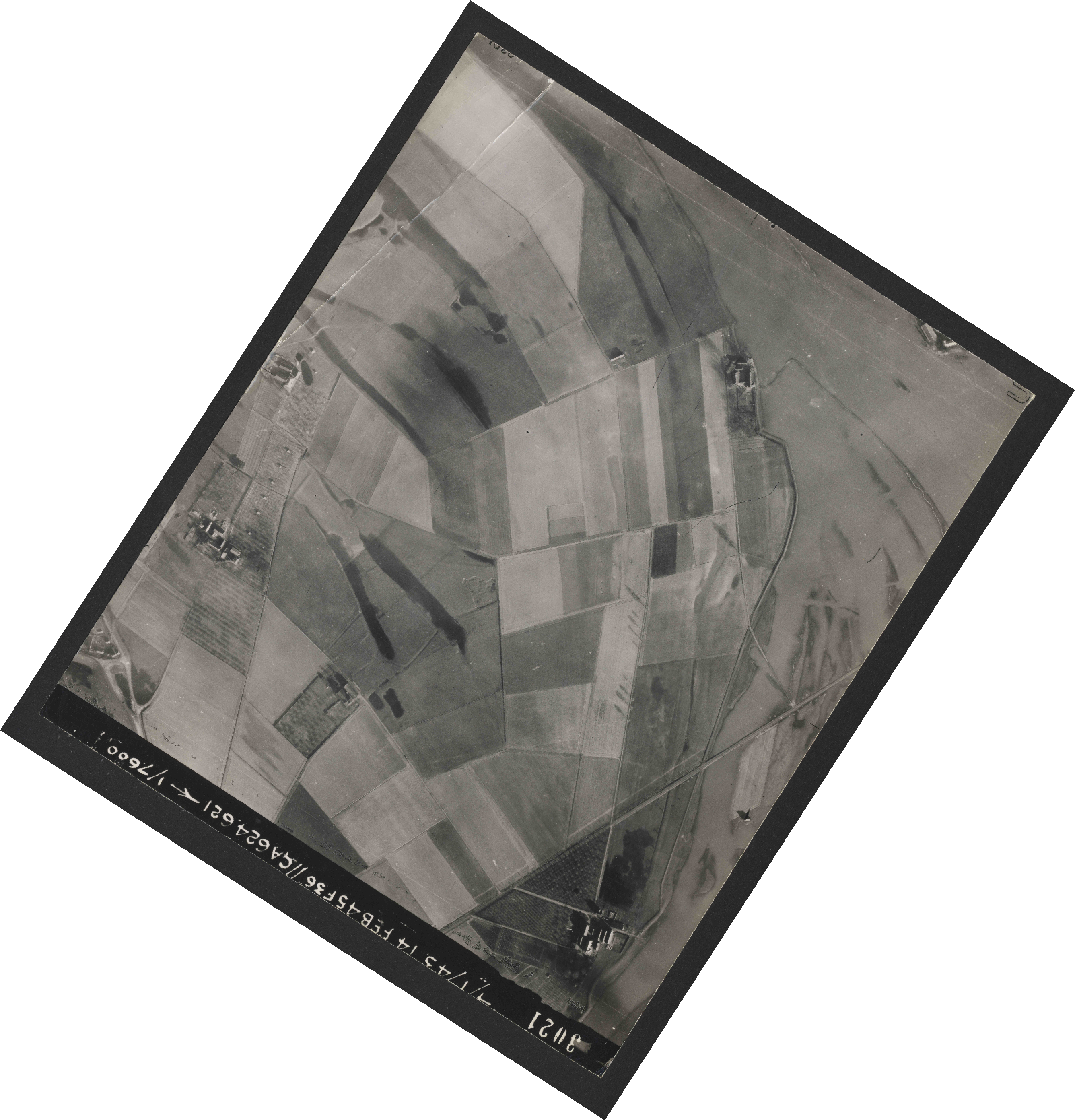 Collection RAF aerial photos 1940-1945 - flight 323, run 01, photo 3021