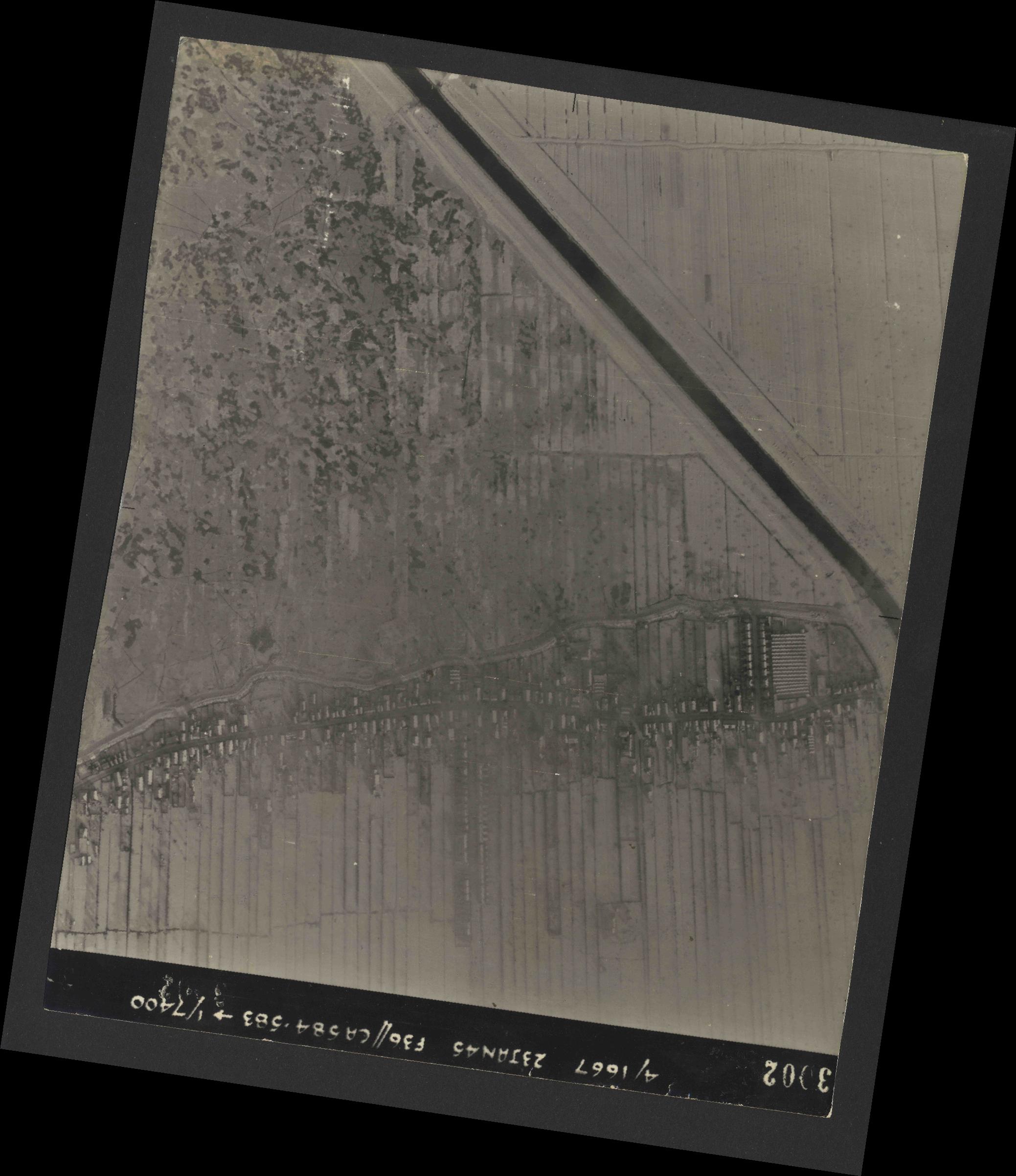Collection RAF aerial photos 1940-1945 - flight 324, run 01, photo 3002