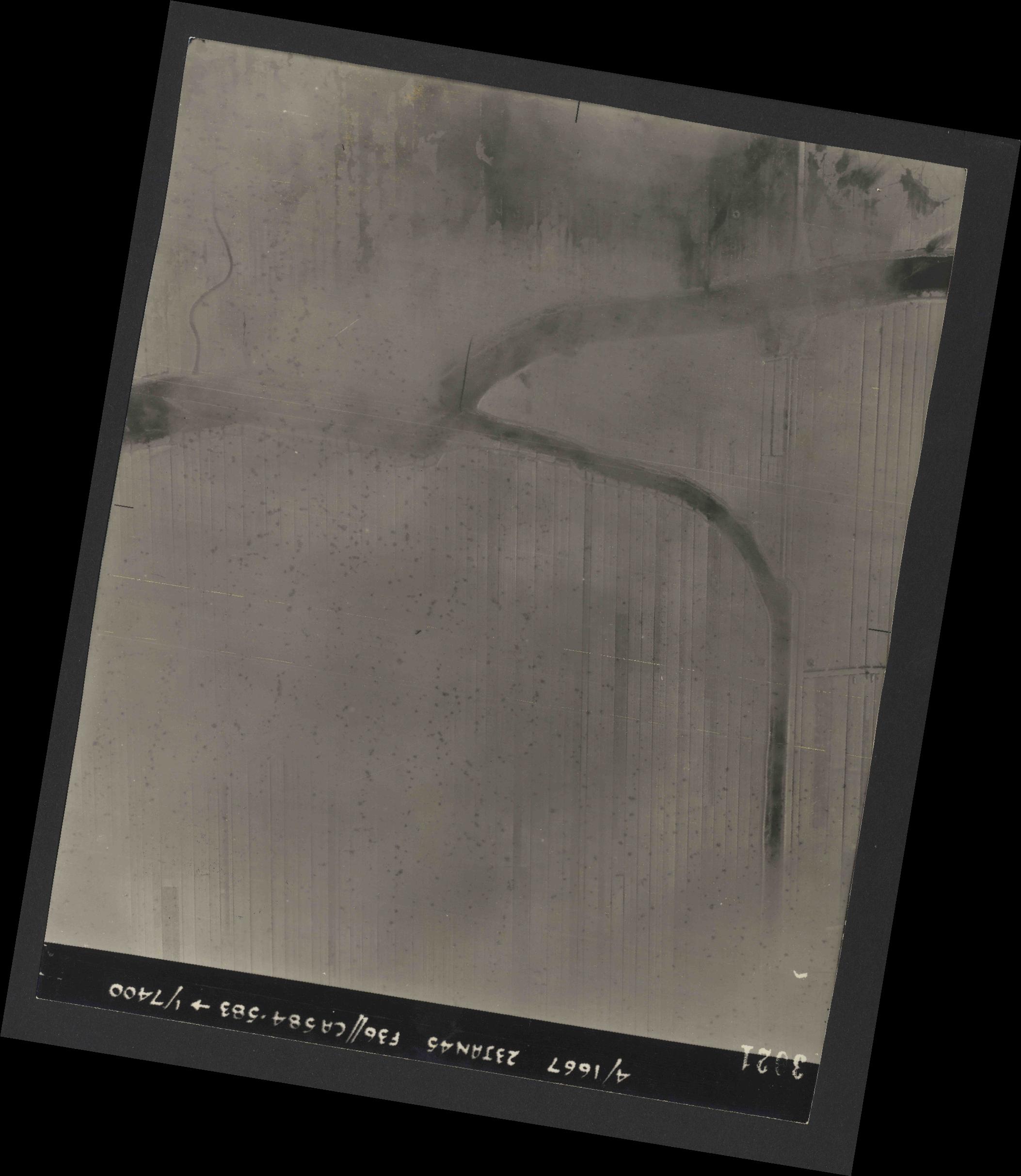 Collection RAF aerial photos 1940-1945 - flight 324, run 01, photo 3021