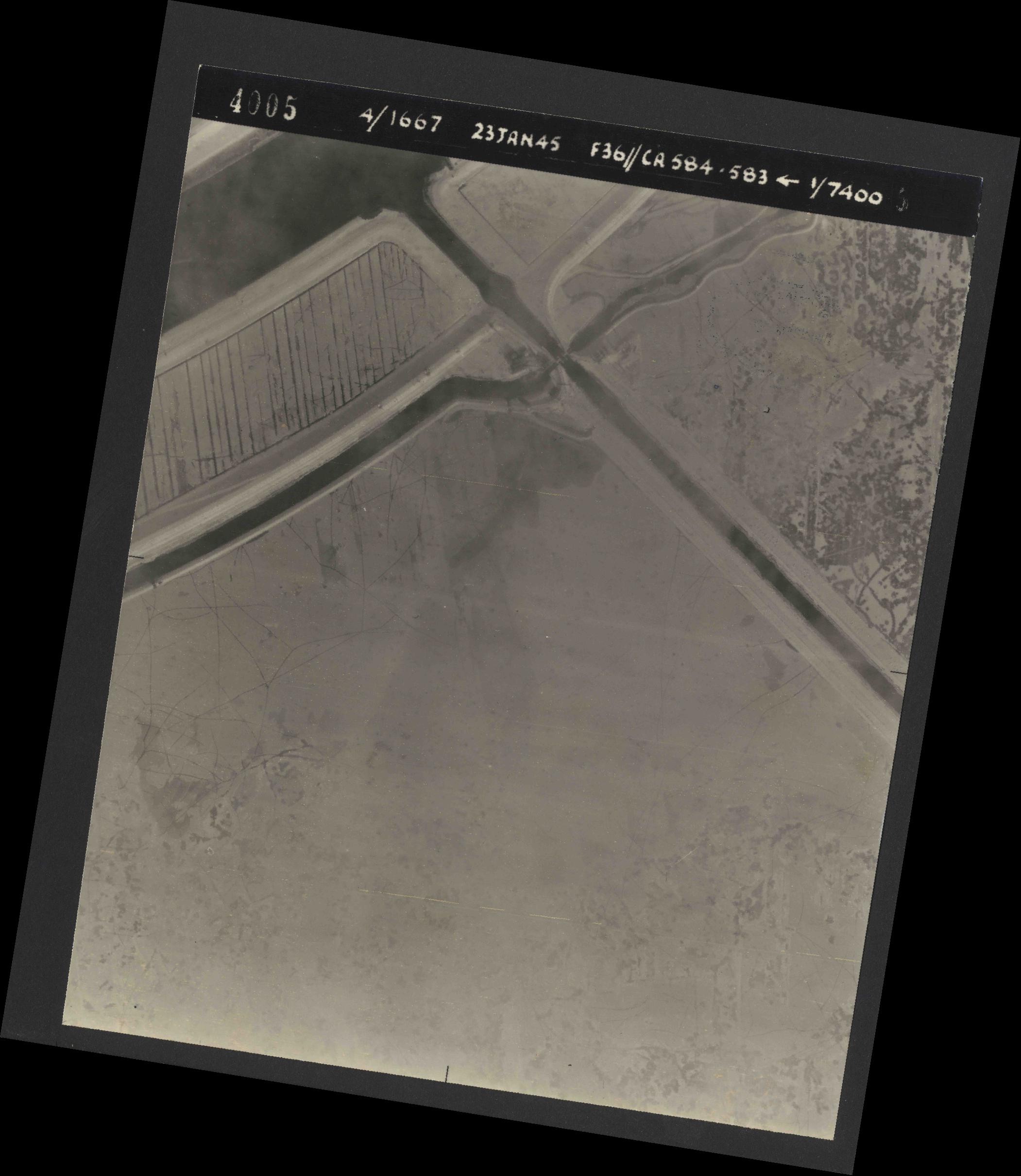 Collection RAF aerial photos 1940-1945 - flight 324, run 02, photo 4005