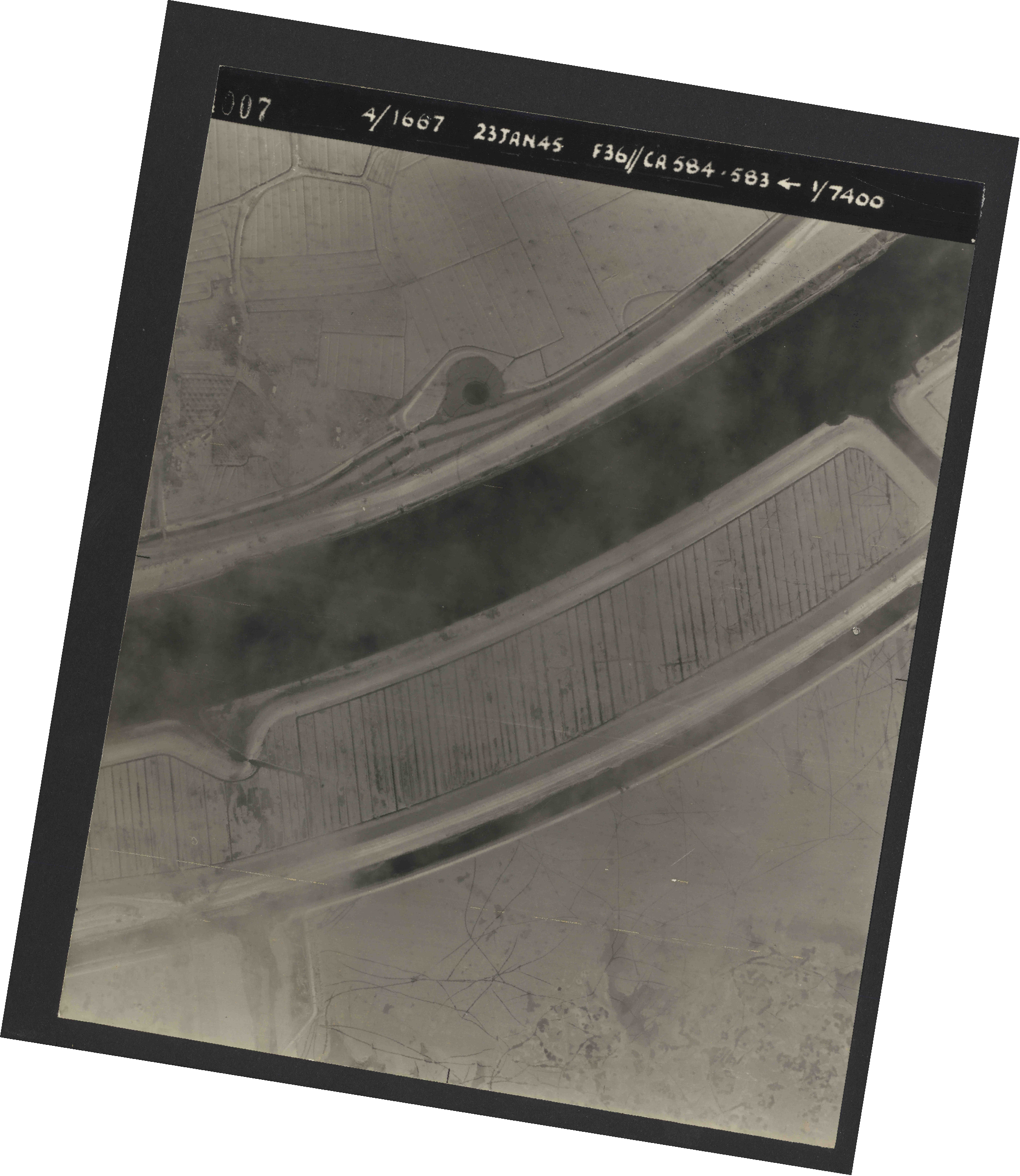 Collection RAF aerial photos 1940-1945 - flight 324, run 02, photo 4007