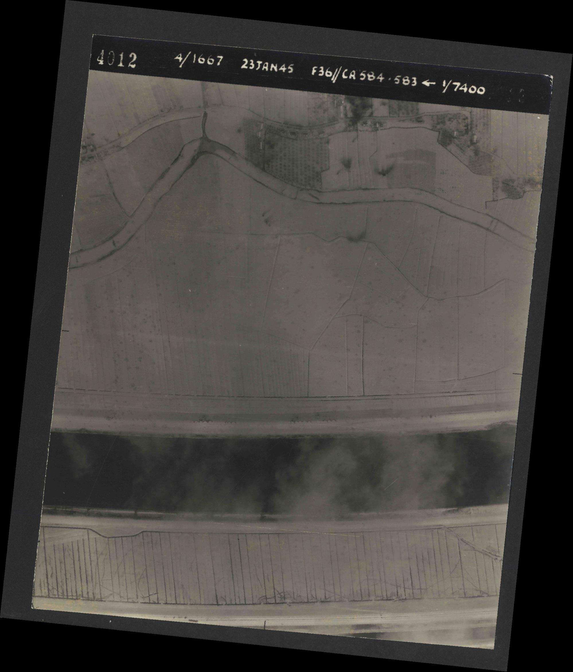 Collection RAF aerial photos 1940-1945 - flight 324, run 02, photo 4012