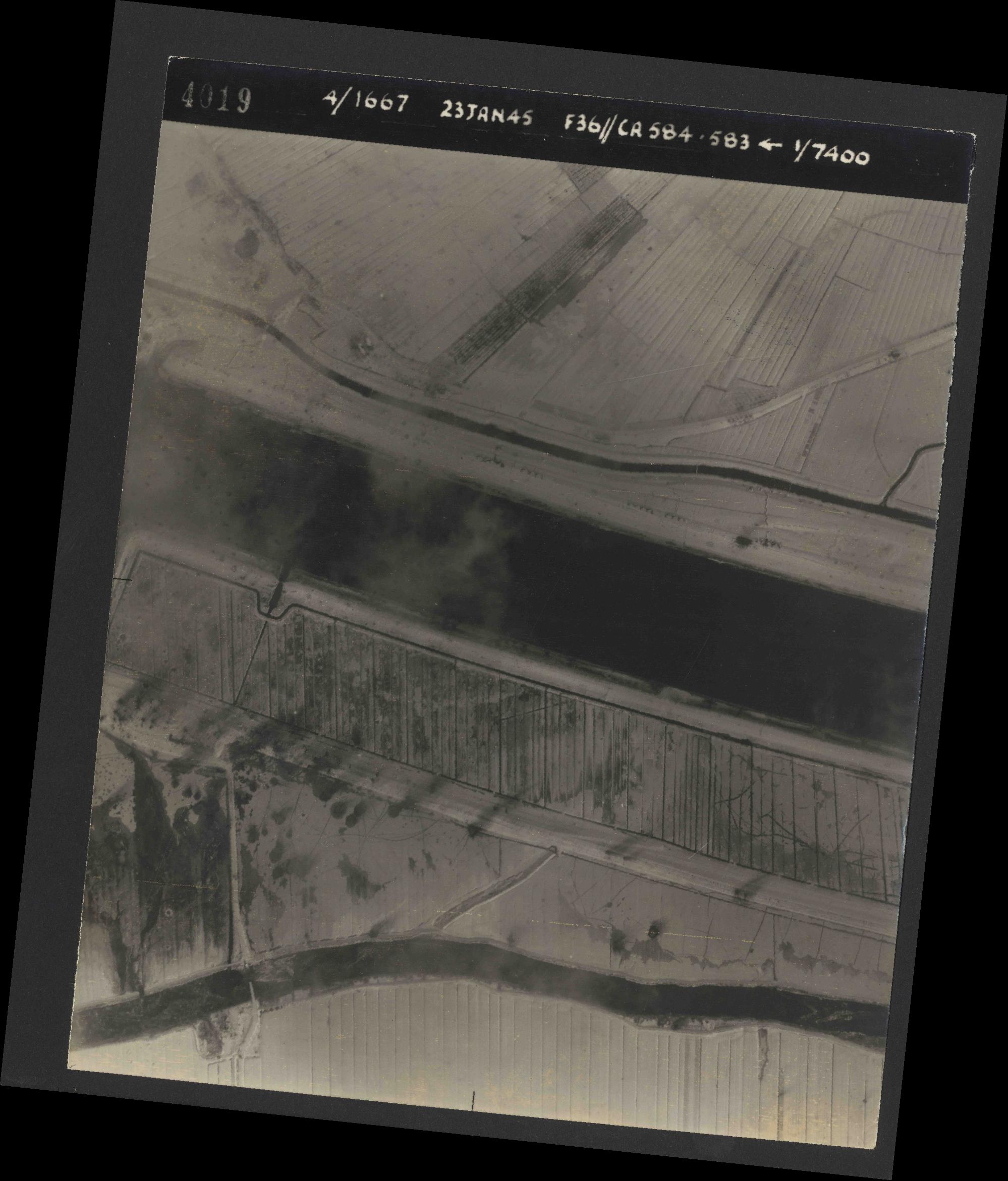 Collection RAF aerial photos 1940-1945 - flight 324, run 02, photo 4019