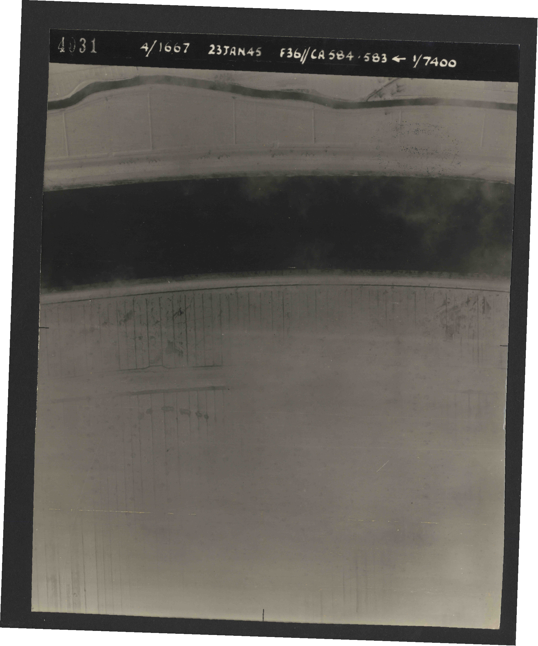Collection RAF aerial photos 1940-1945 - flight 324, run 02, photo 4031