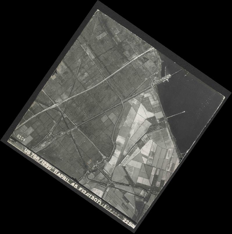 Collection RAF aerial photos 1940-1945 - flight 325, run 03, photo 8104