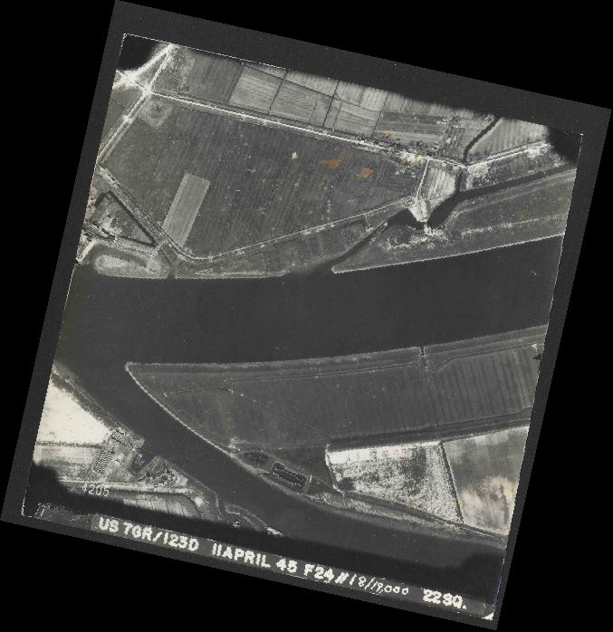 Collection RAF aerial photos 1940-1945 - flight 325, run 05, photo 4205