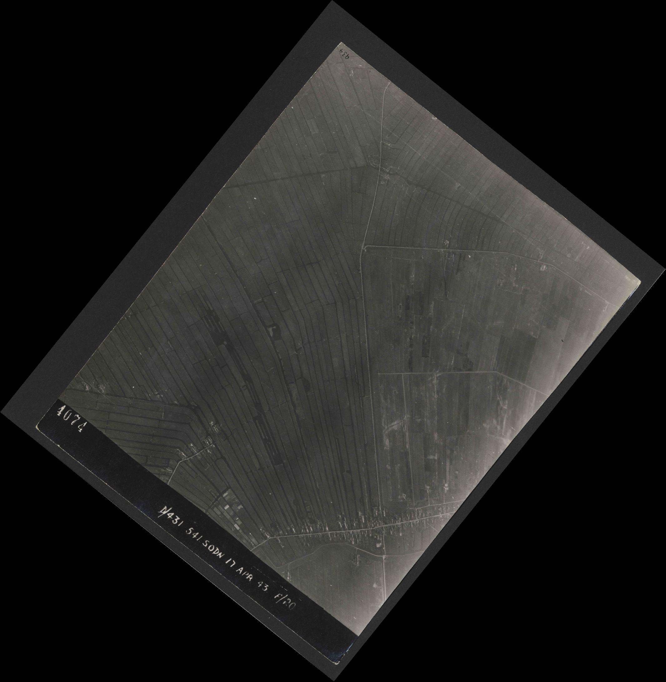 Collection RAF aerial photos 1940-1945 - flight 329, run 01, photo 4074