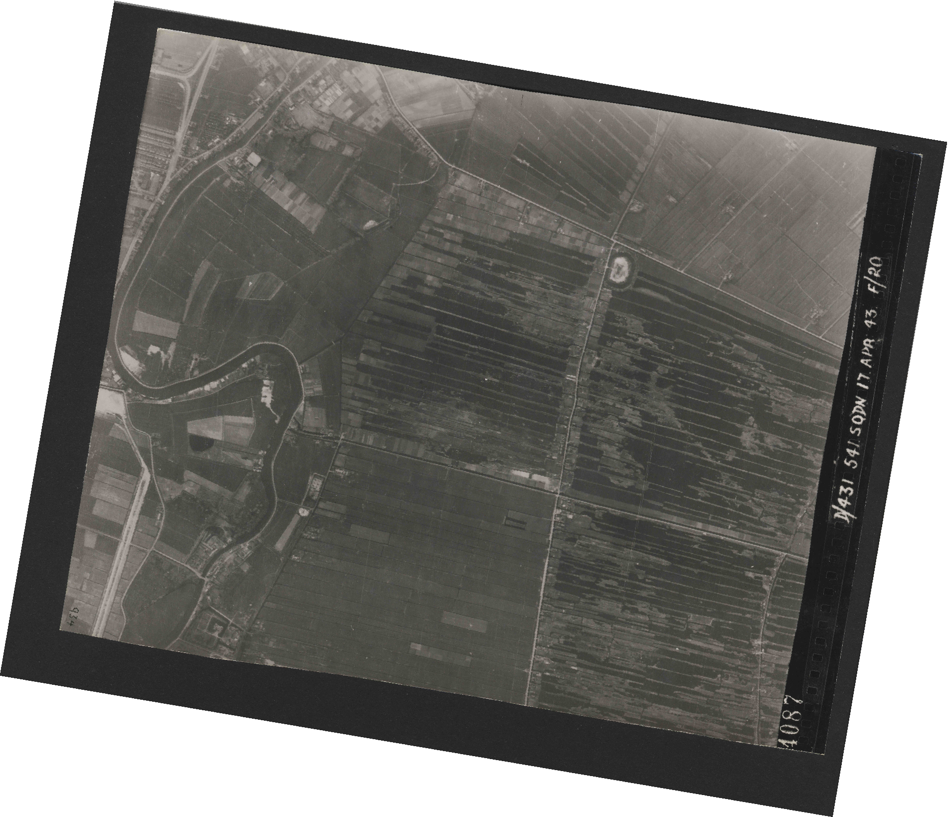 Collection RAF aerial photos 1940-1945 - flight 329, run 01, photo 4087