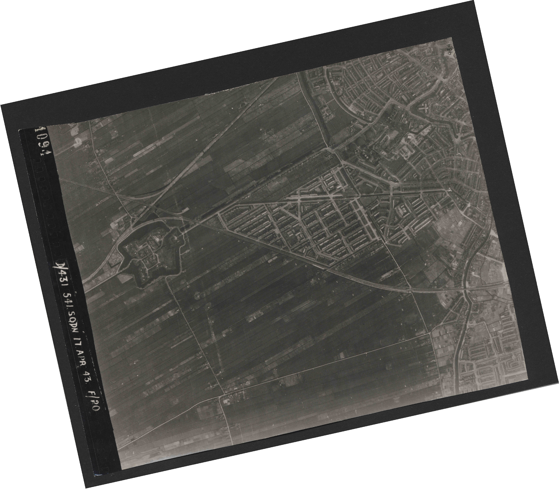 Collection RAF aerial photos 1940-1945 - flight 329, run 01, photo 4094