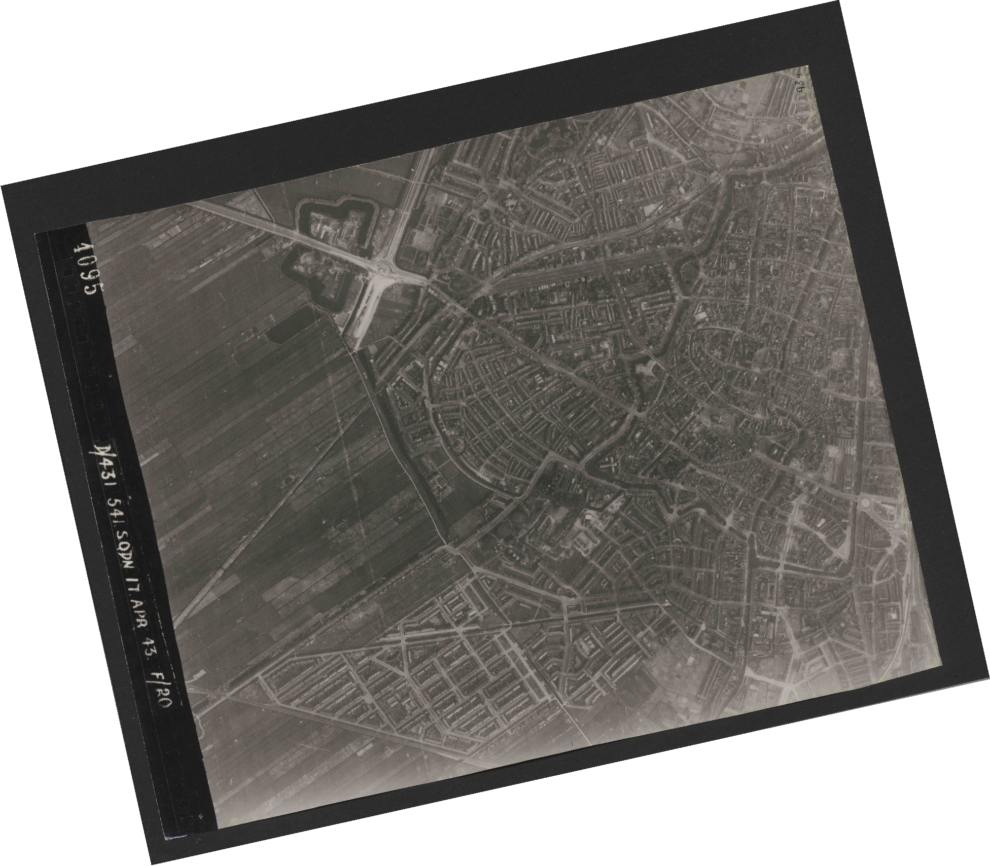 Collection RAF aerial photos 1940-1945 - flight 329, run 01, photo 4095