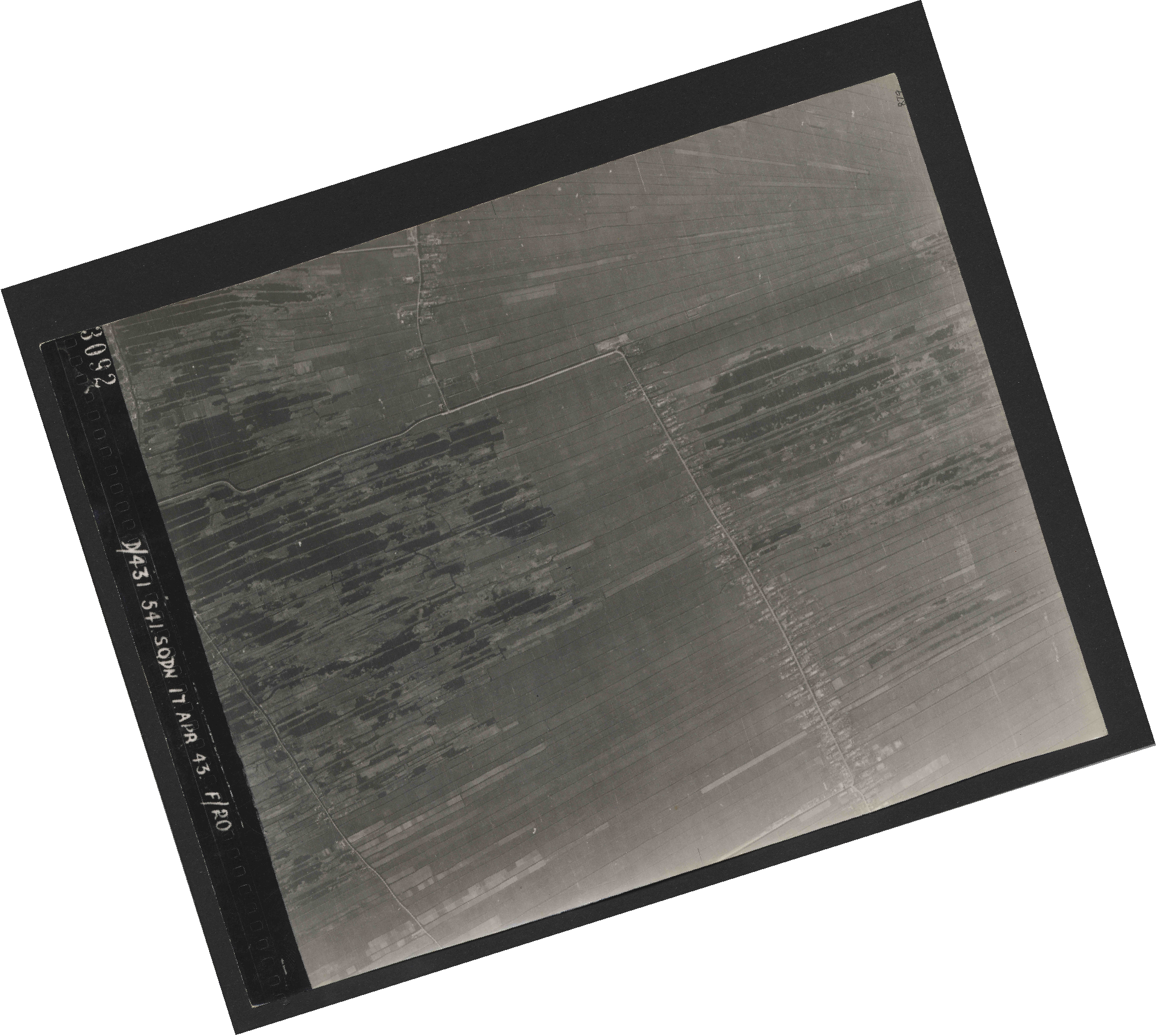 Collection RAF aerial photos 1940-1945 - flight 329, run 02, photo 3092